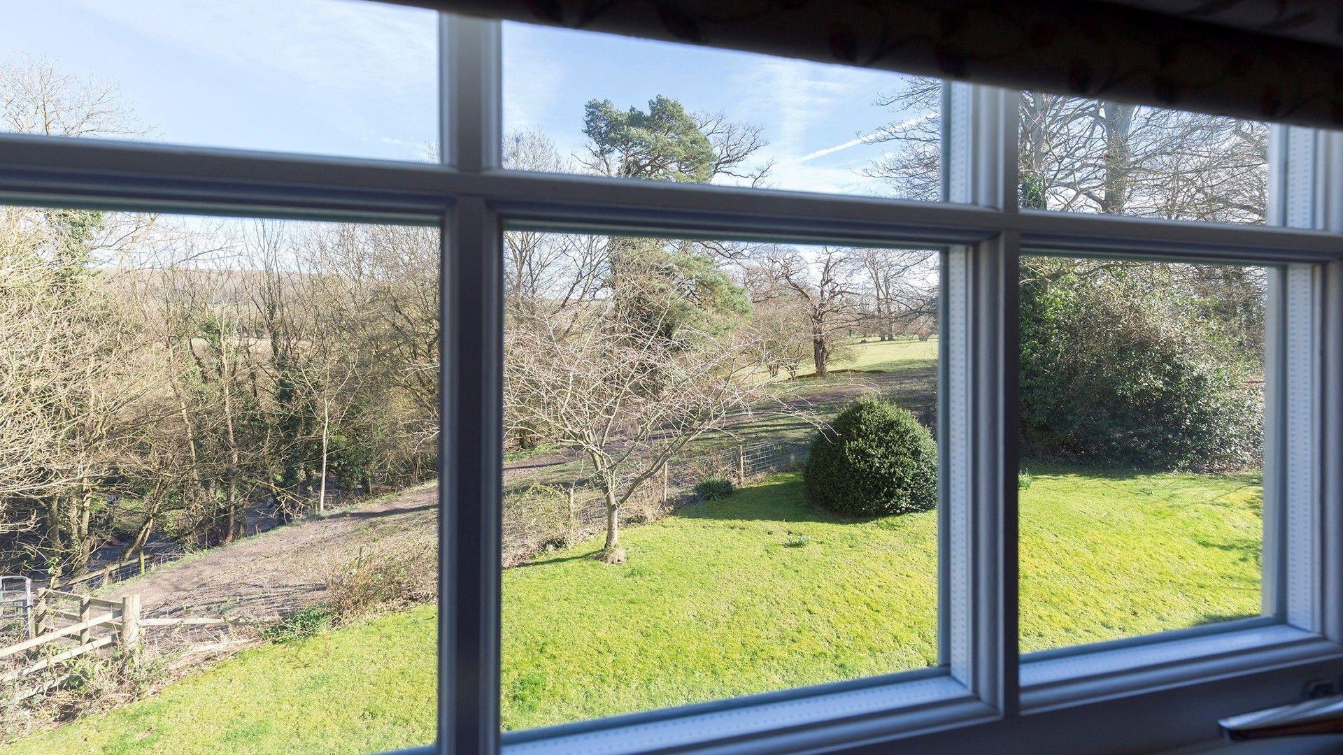 Shared lawn, George III, Bolthole Retreats