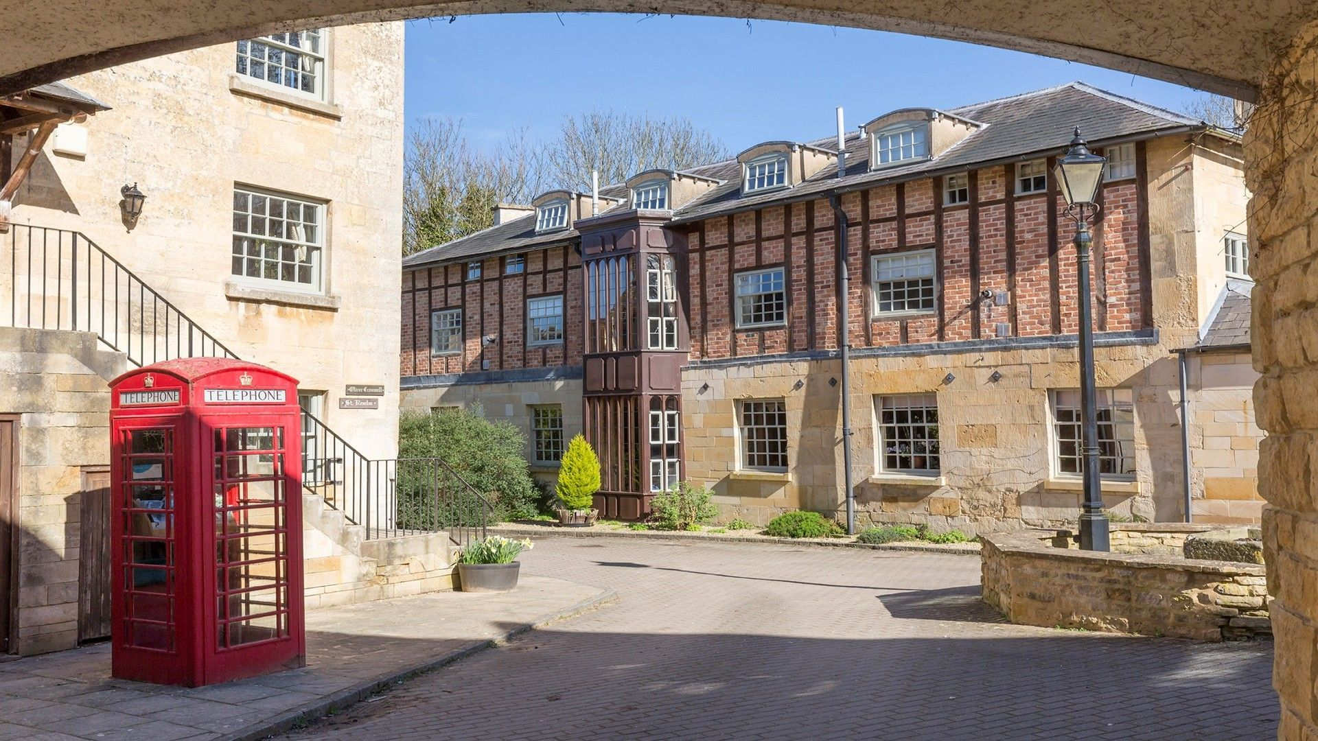 Sudeley Castle Cottages courtyard, George III, Bolthole Retreats