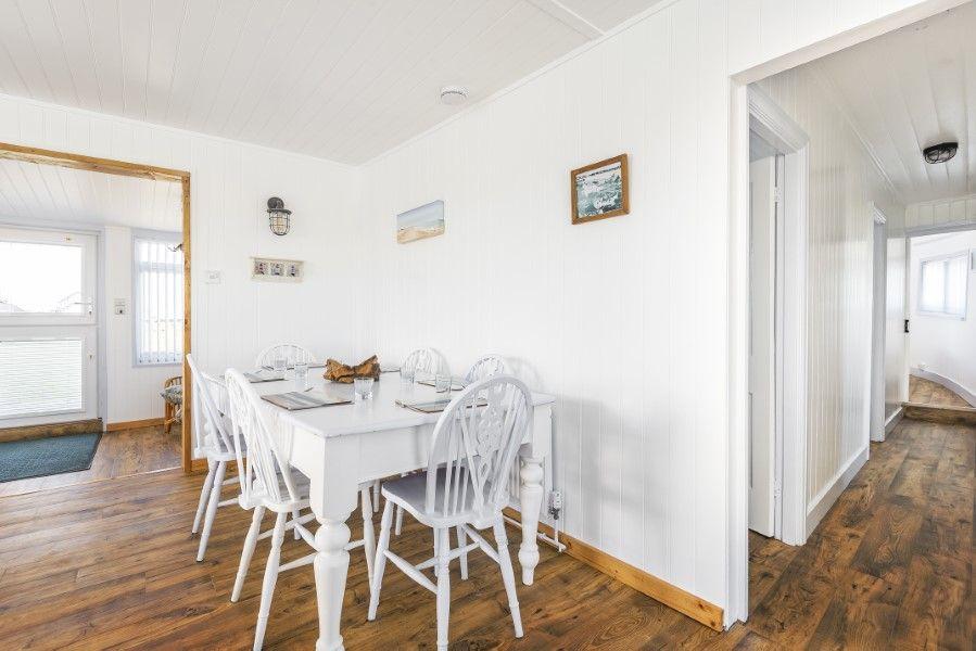 Violet | Dining area