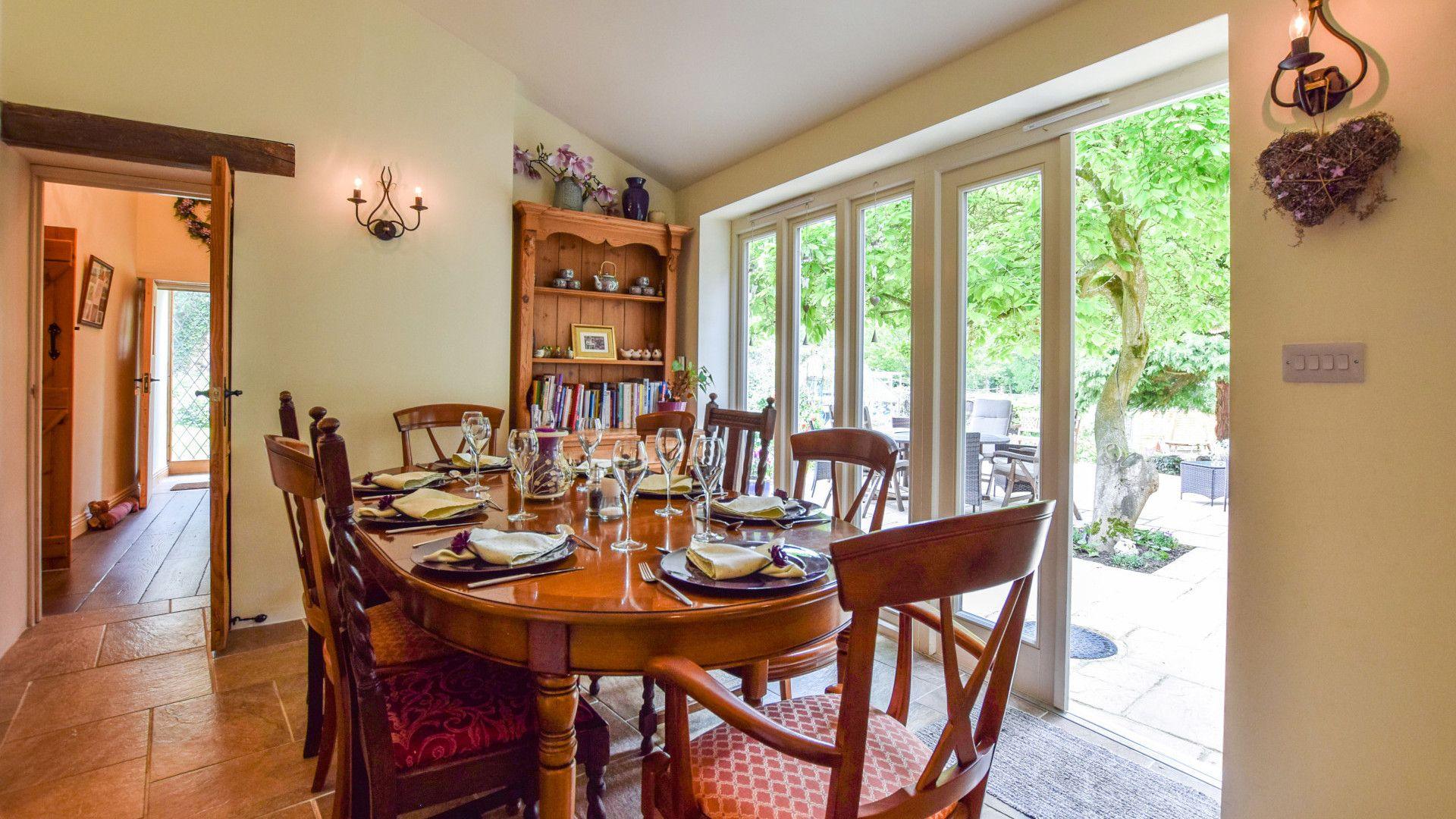 Dining room, Gladstone Cottage, Bolthole Retreats