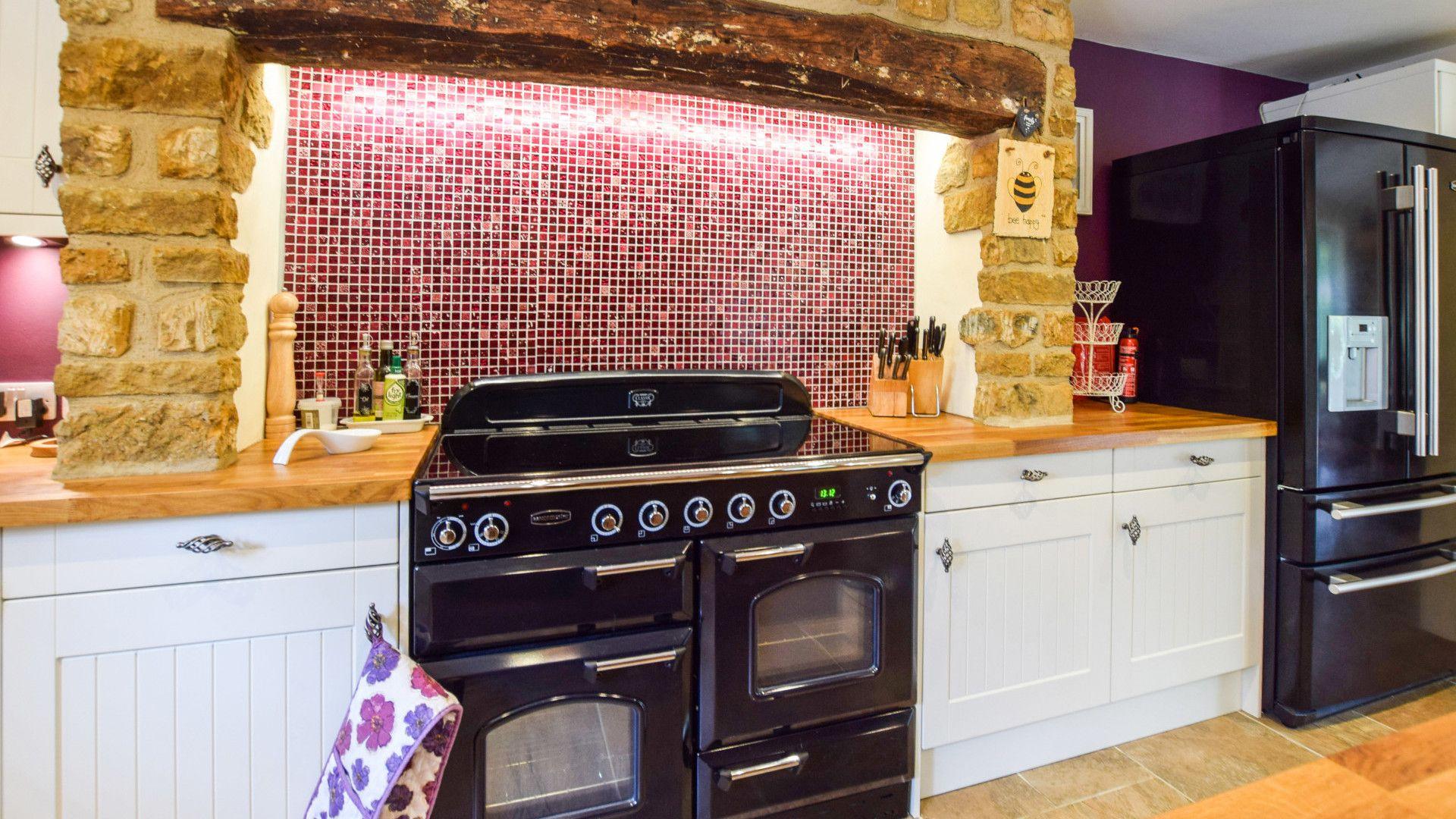 Kitchen with Rangemaster cooker, Gladstone Cottage, Bolthole Retreats