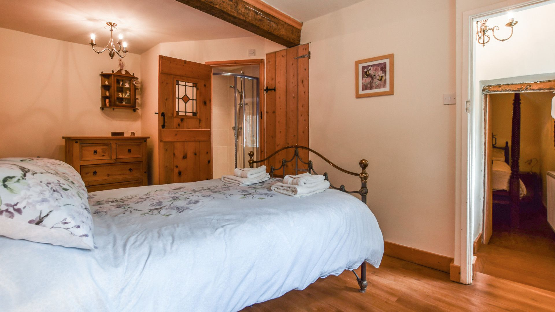 Bedroom 3 with en-suite, Gladstone Cottage, Bolthole Retreats