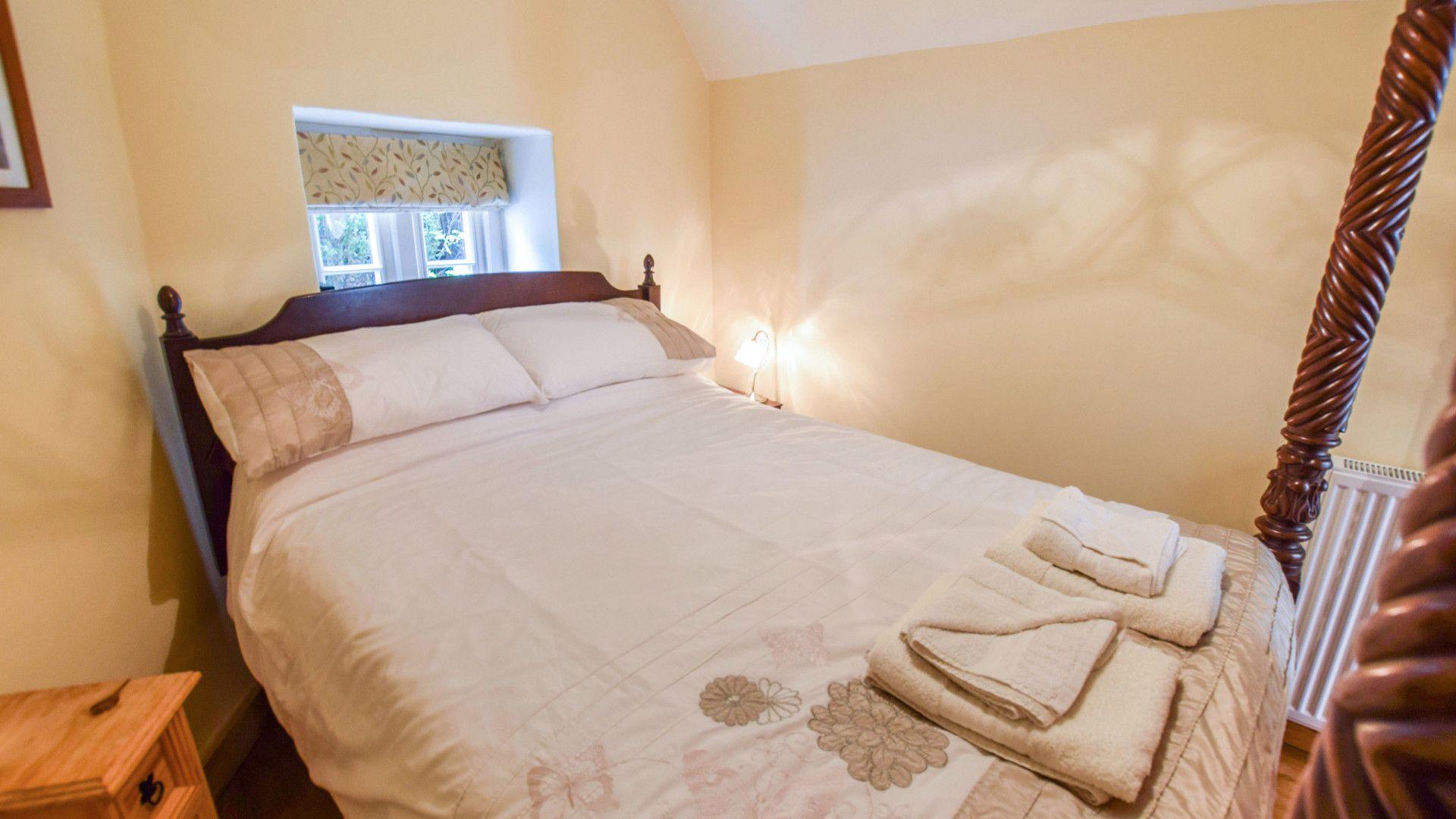 Bedroom 3, Gladstone Cottage, Bolthole Retreats