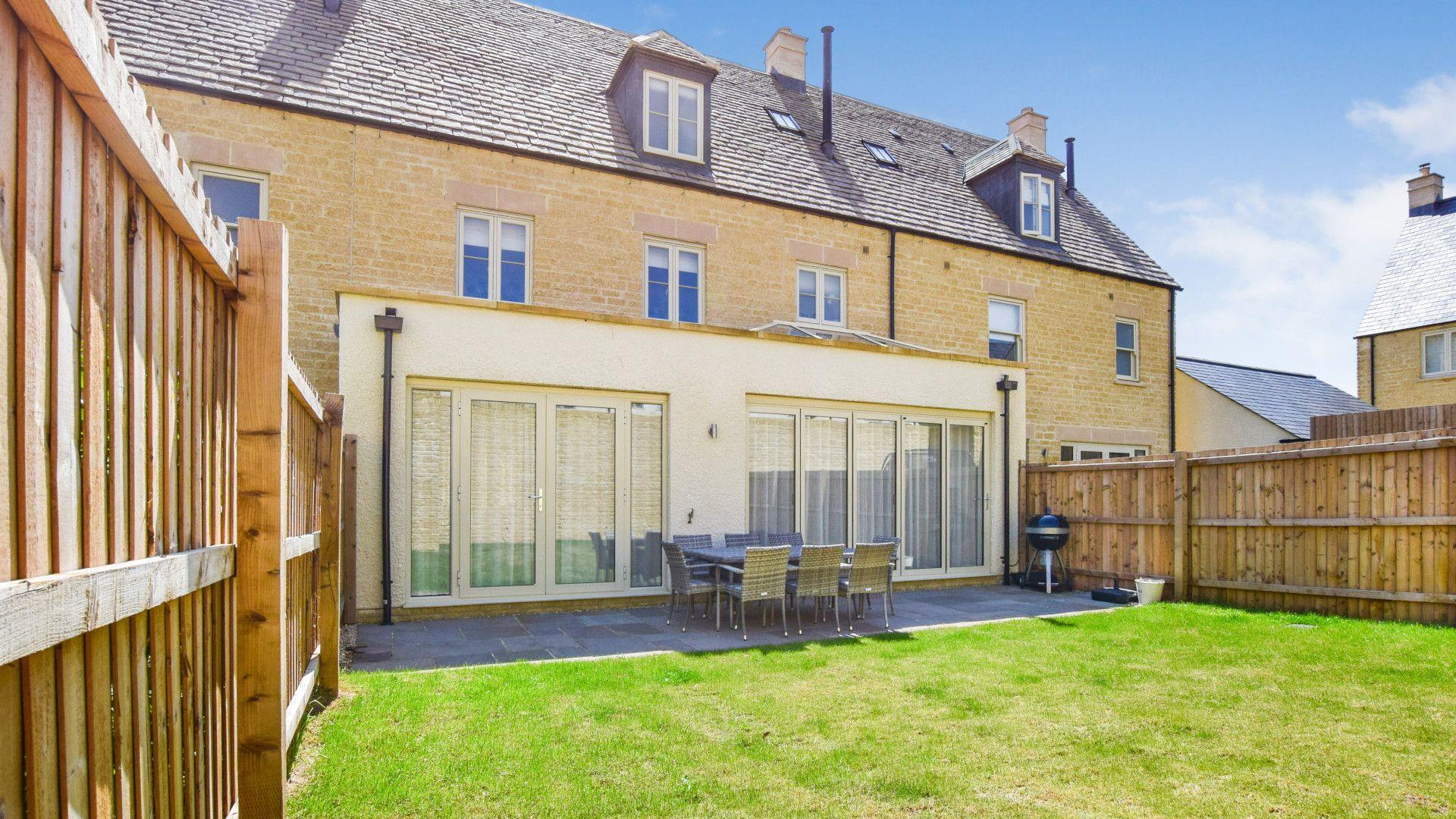 Rear Garden, Hawthorn Cottage, Bolthole Retreats