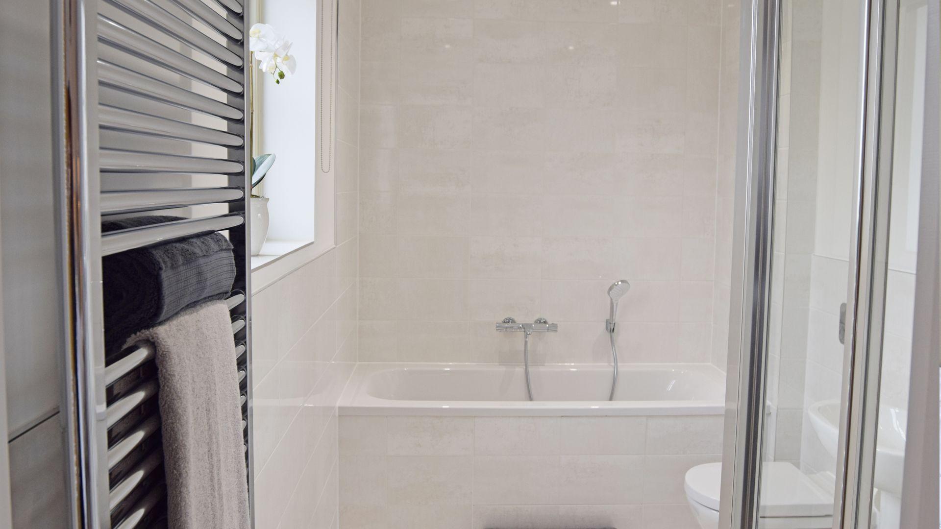 Bedroom 2 en-suite, Hawthorn Cottage, Bolthole Retreats