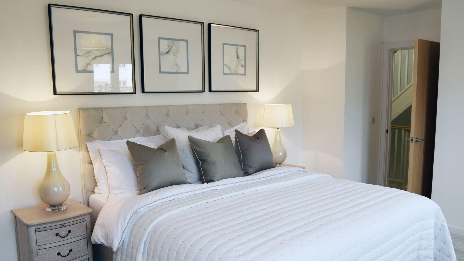 Bedroom 1 with en-suite, Hawthorn Cottage, Bolthole Retreats