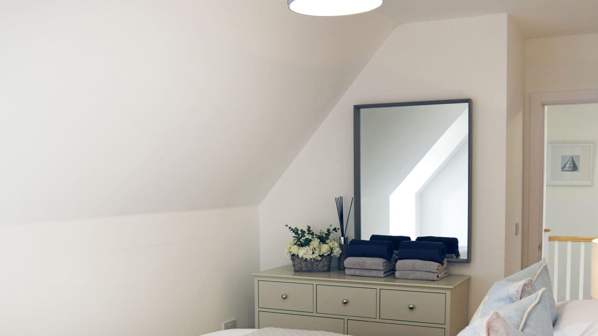 Bedroom 4, Hawthorn Cottage, Bolthole Retreats