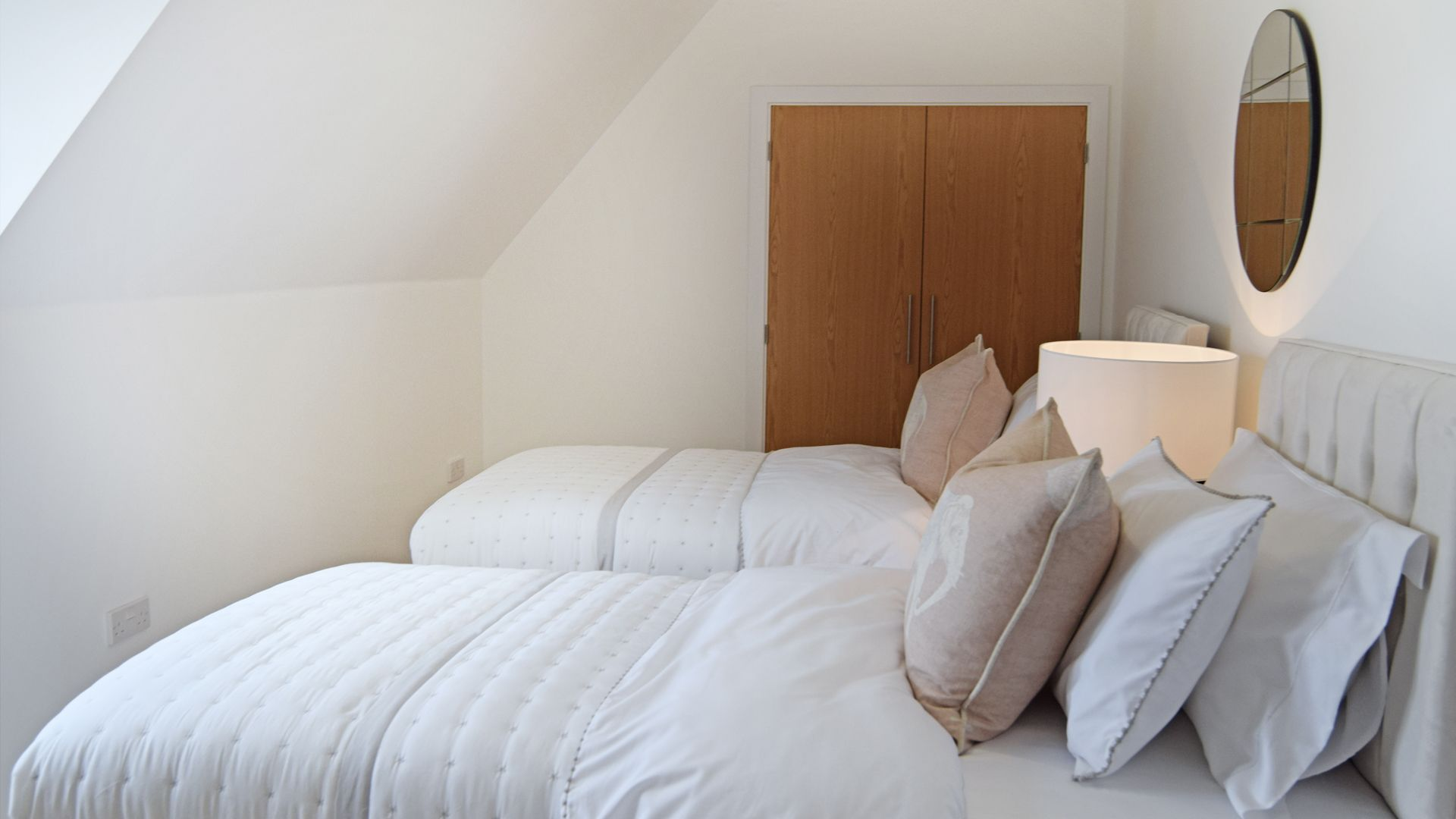 Bedroom 3, twin, Hawthorn Cottage, Bolthole Retreats