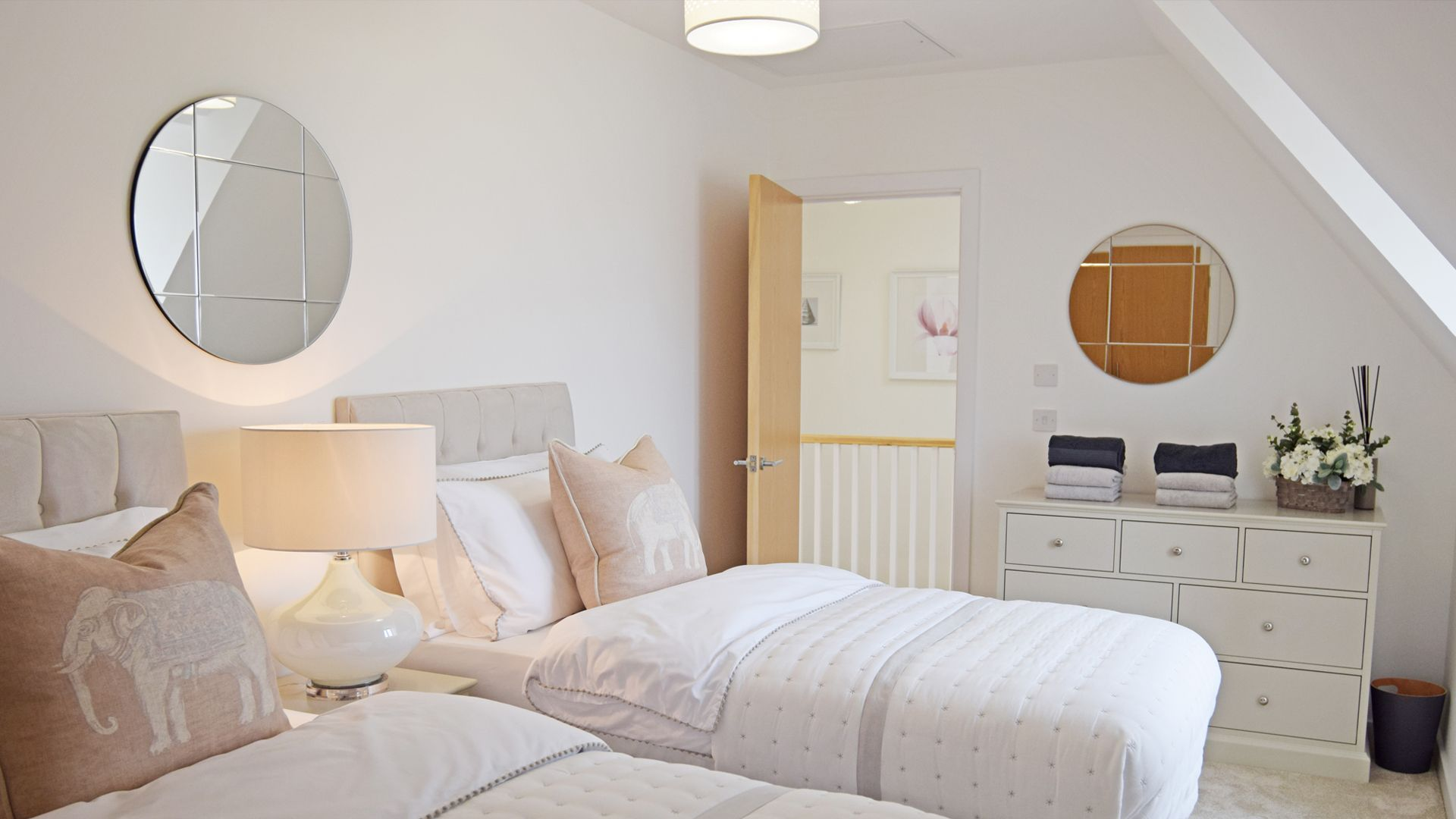 Bedroom 3, twin, Bedroom 4, Hawthorn Cottage, Bolthole Retreats