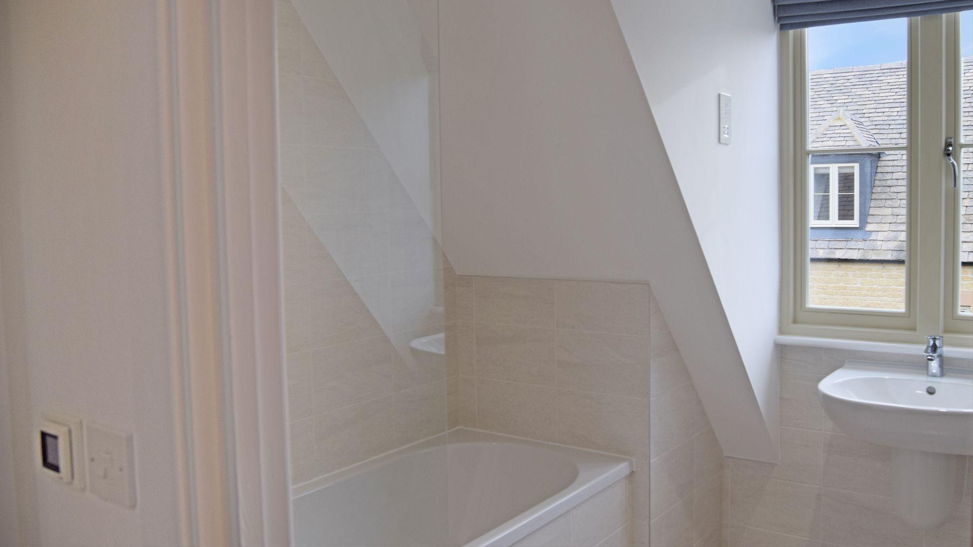 Family Bathroom, Bedroom 4, Hawthorn Cottage, Bolthole Retreats