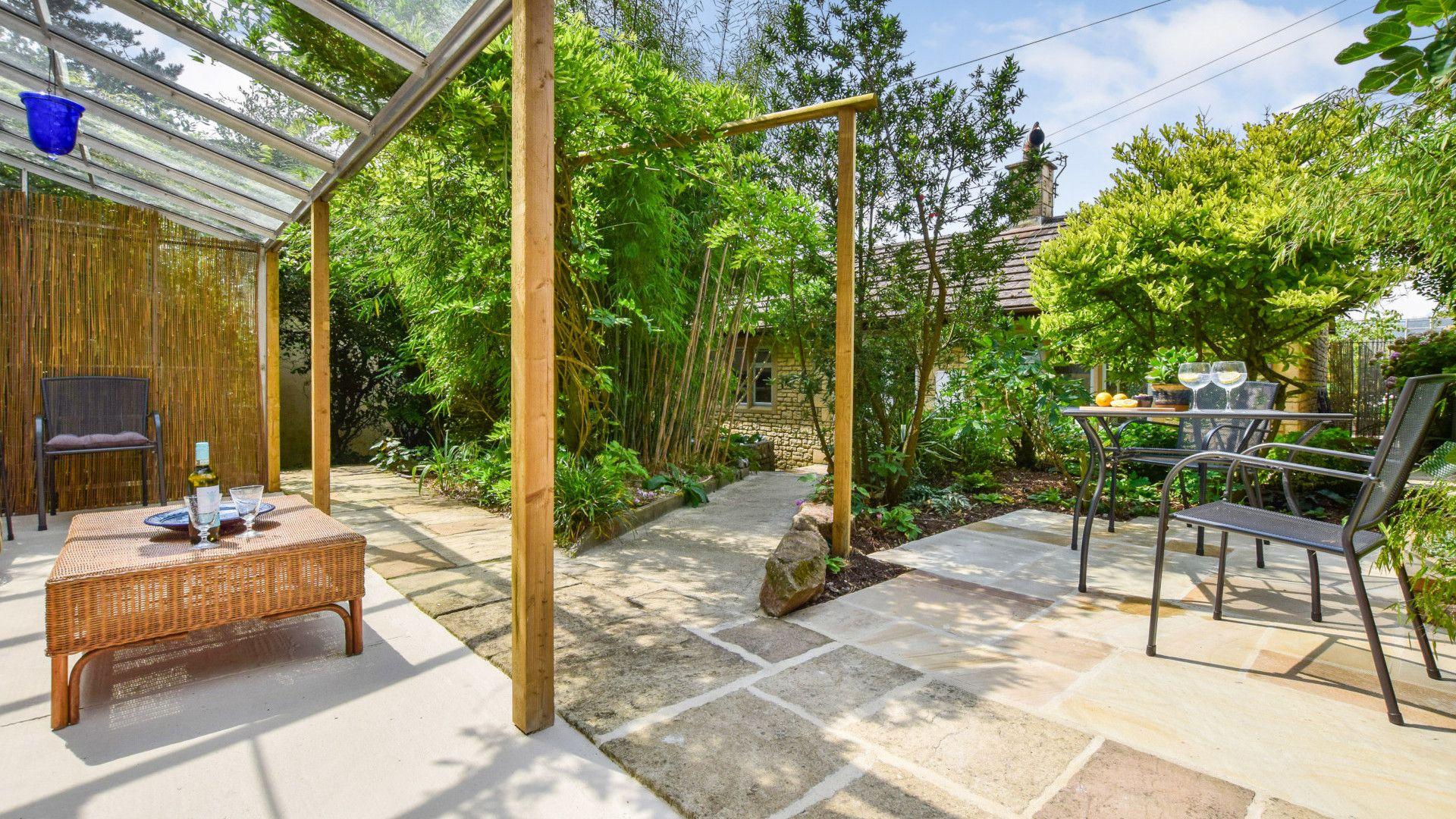 Mediterranean-style covered veranda and patio, Hayloft at Walnut Farm, Bolthole Retreats