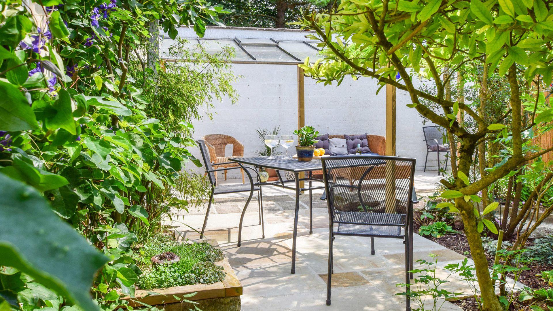 Patio courtyard, Hayloft at Walnut Farm, Bolthole Retreats