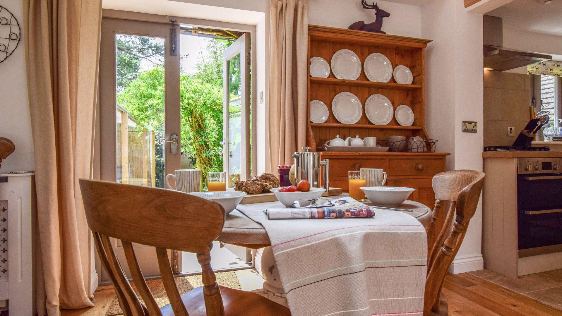 Dining area, Hayloft at Walnut Farm, Bolthole Retreats