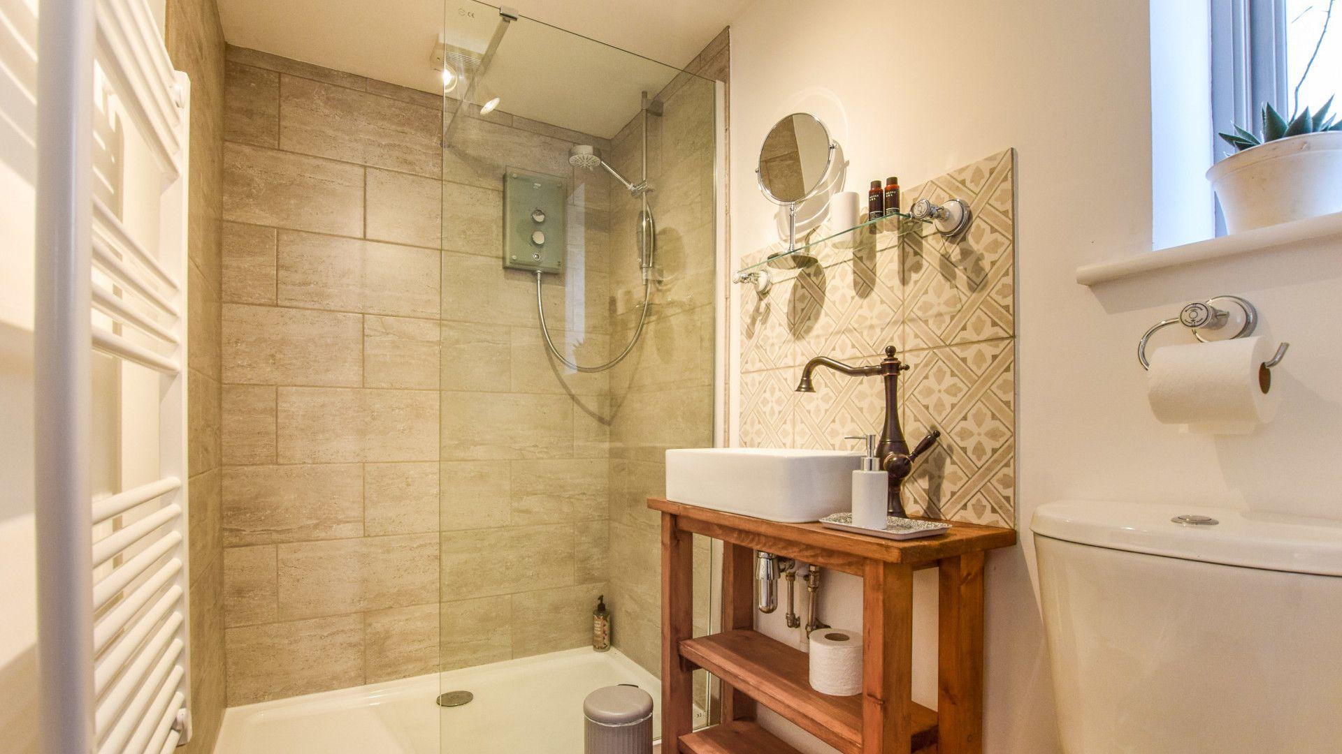 Shower room, Hayloft at Walnut Farm, Bolthole Retreats