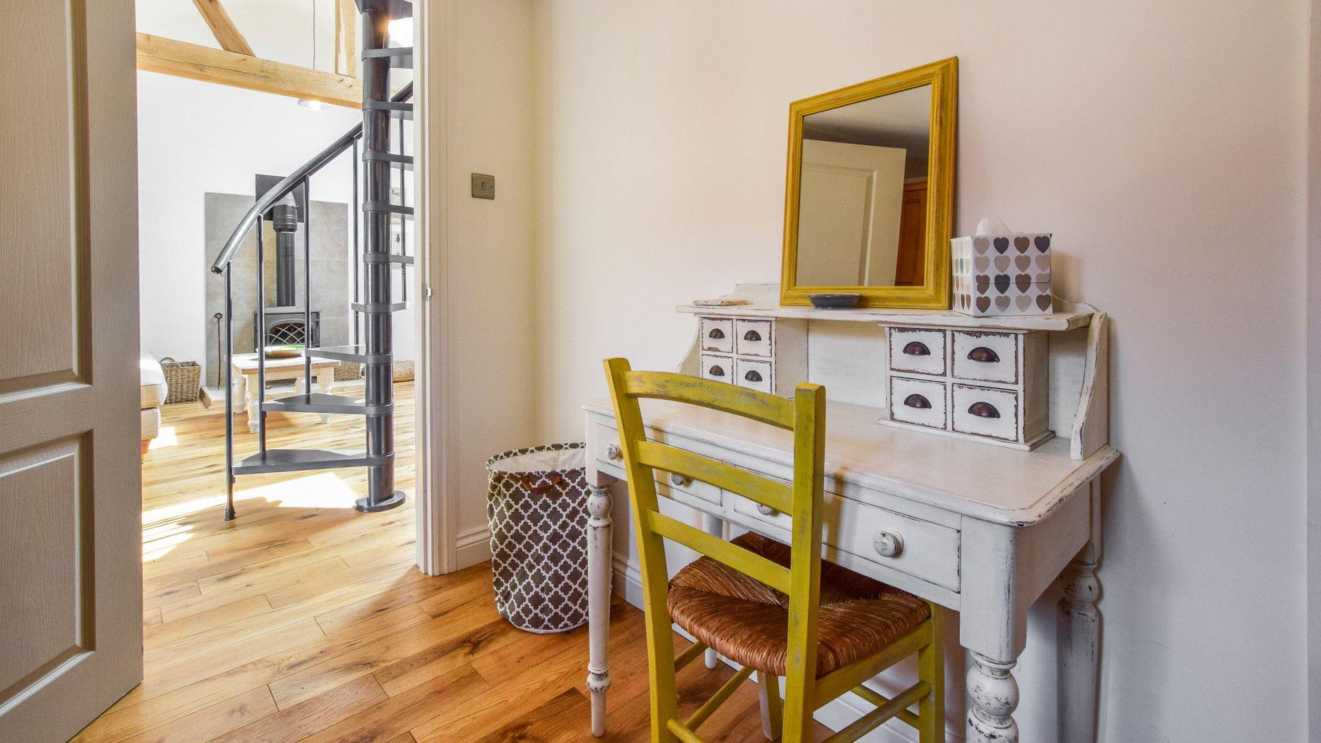 Dressing room, Hayloft at Walnut Farm, Bolthole Retreats