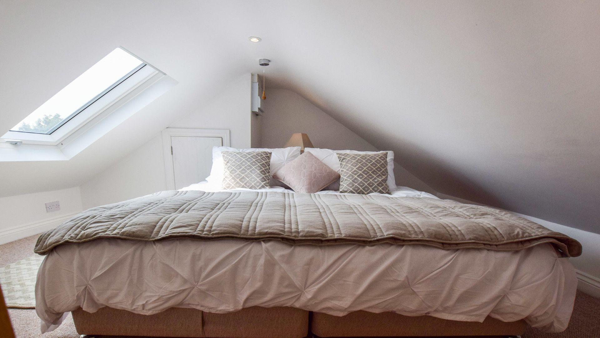 Super-king bed or twin room, Hayloft at Walnut Farm, Bolthole Retreats
