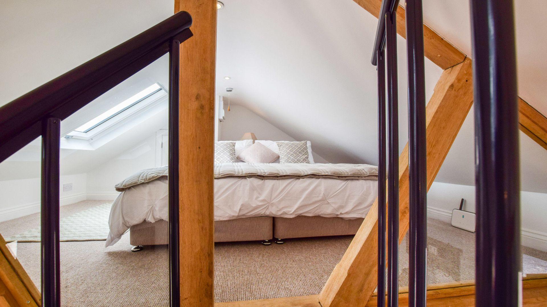 Mezzanine sleeping area, Hayloft at Walnut Farm, Bolthole Retreats