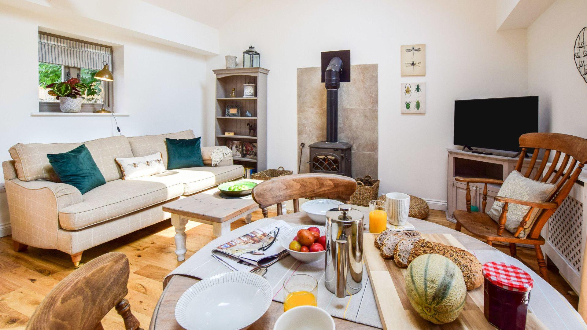 Living, dining room, Hayloft at Walnut Farm, Bolthole Retreats