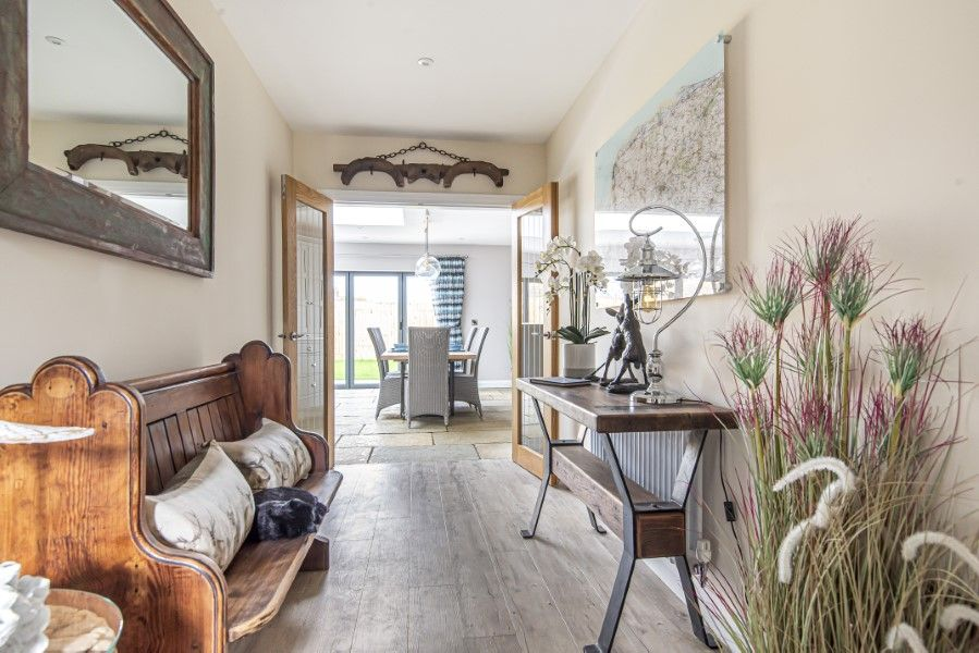Olive's Cottage | Hall