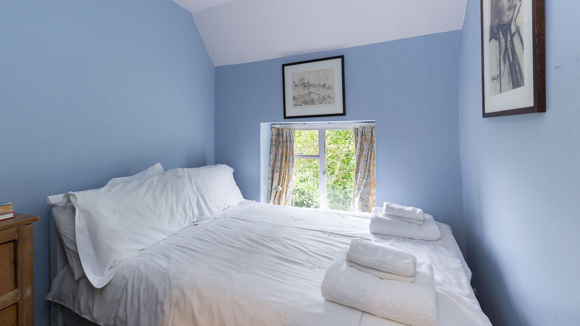 Bedroom 3, Hillside Cottage, Bolthole Retreats