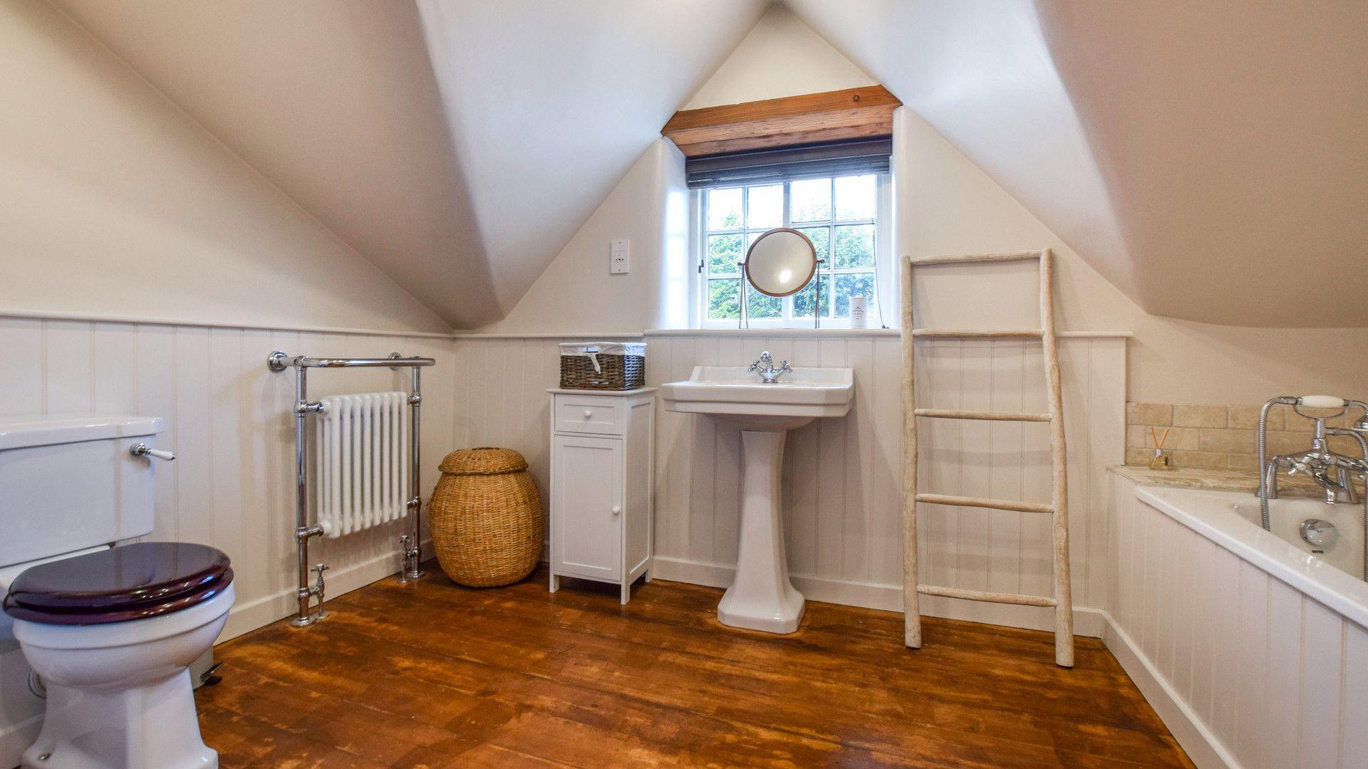 Family bathroom, Holly Cottage, Bolthole Retreats