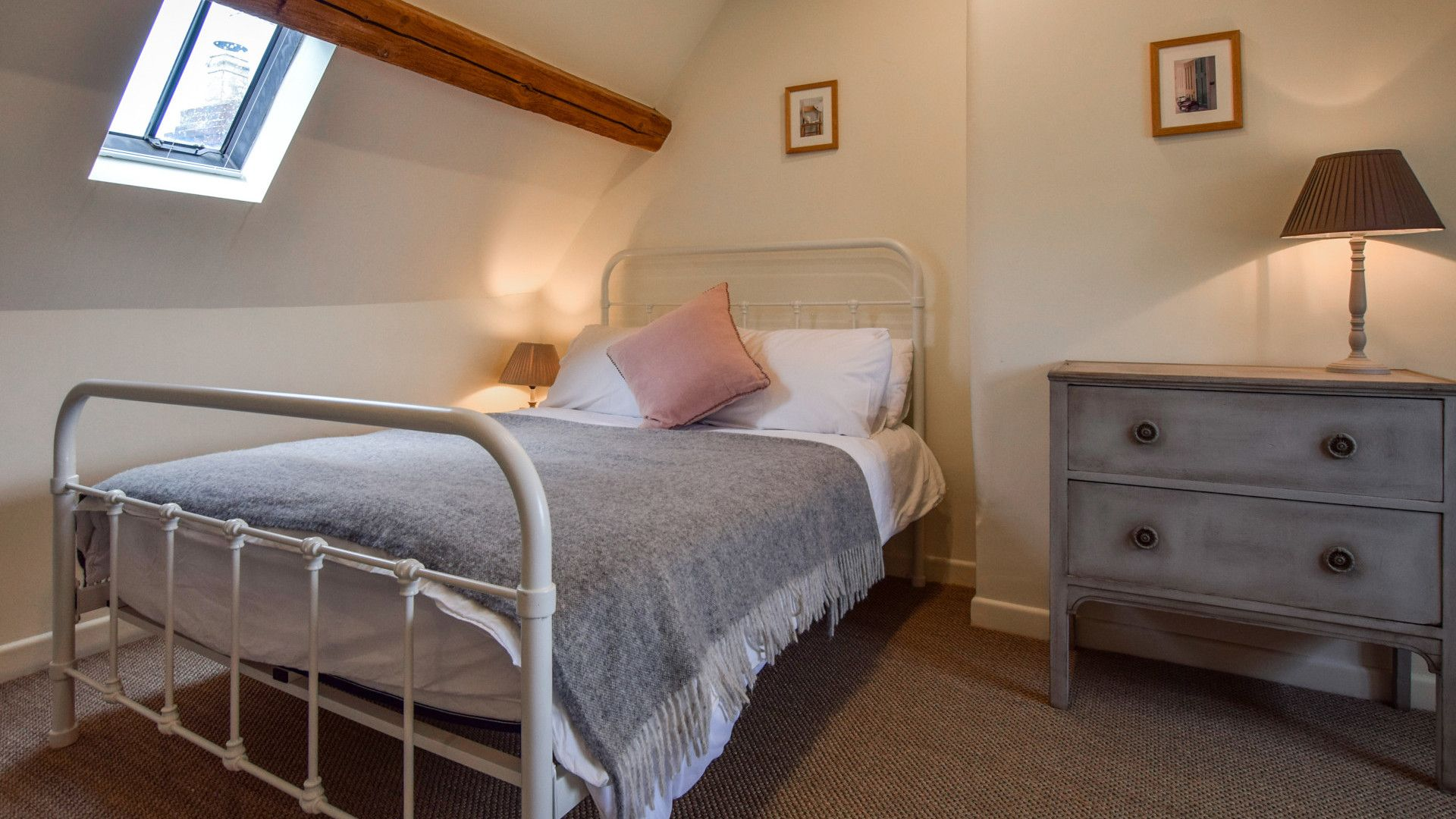 Bedroom 4, Holly Cottage, Bolthole Retreats