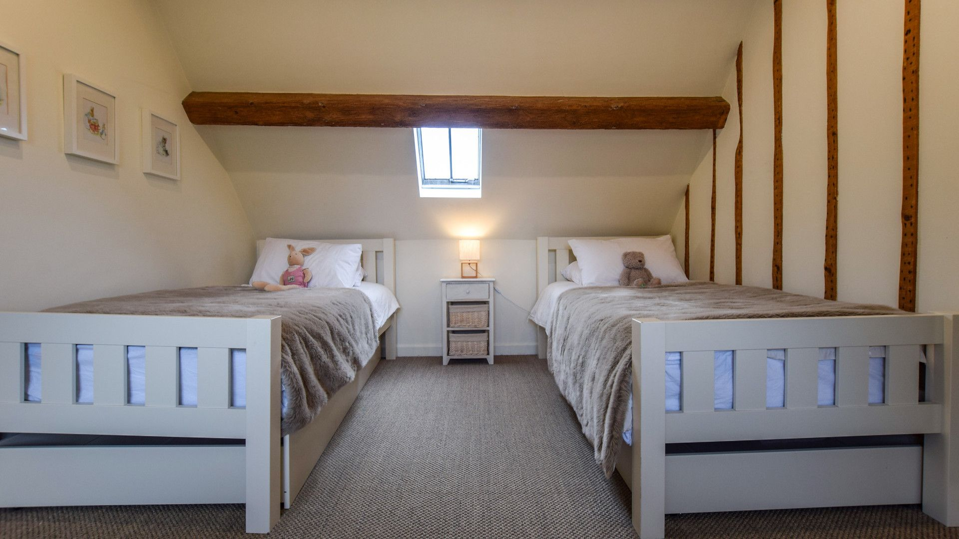 Bedroom 3, twin, Holly Cottage, Bolthole Retreats