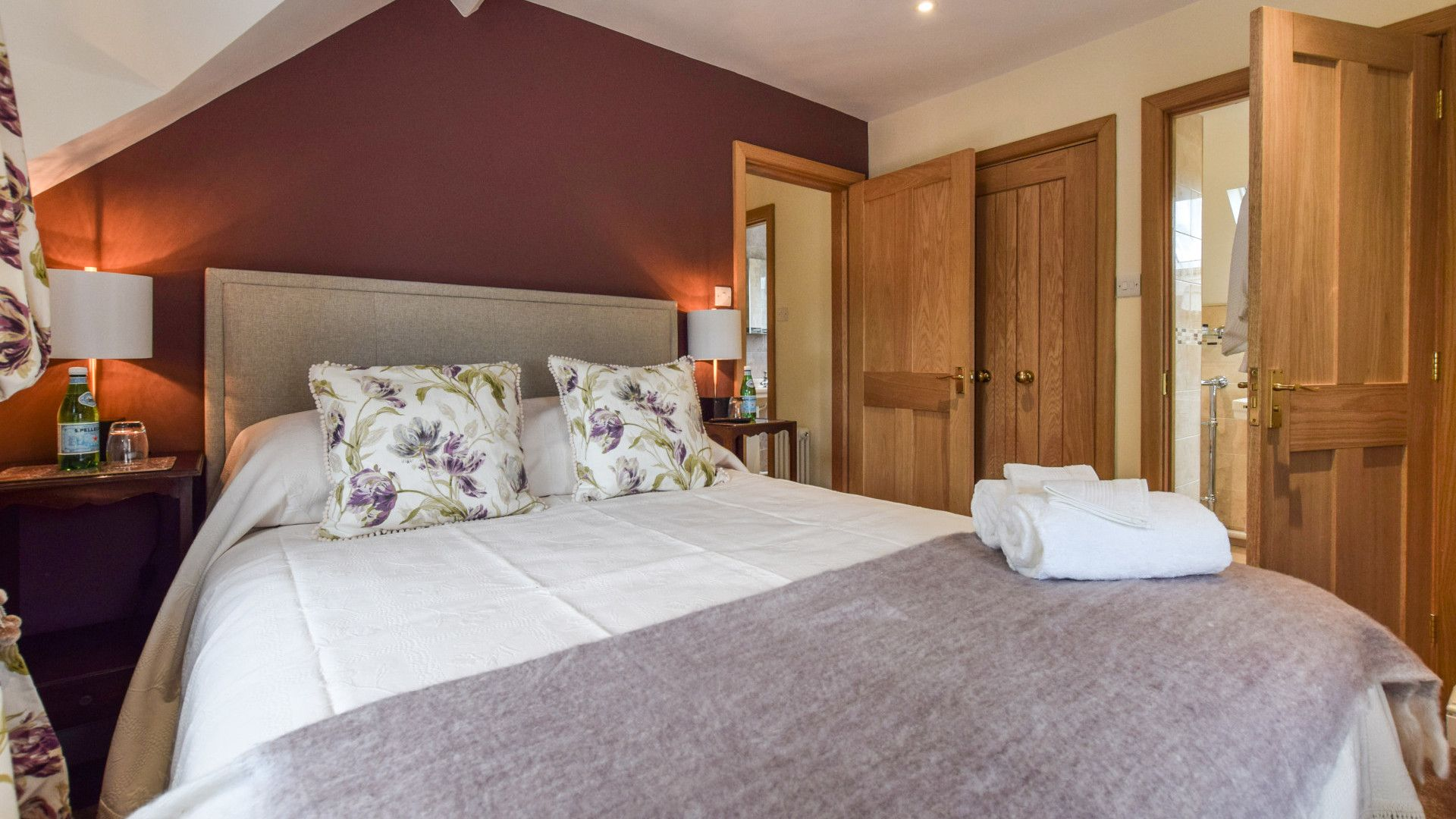 Bedroom 1, Master, Hyde Tyning Cottage, Bolthole Retreats