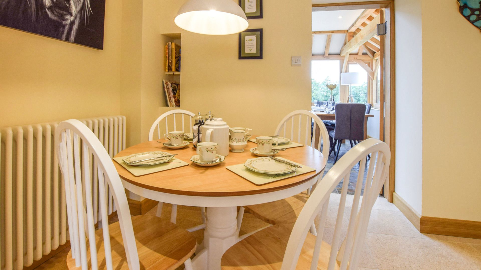 Kitchen dining area, Hyde Tyning Cottage, Bolthole Retreats