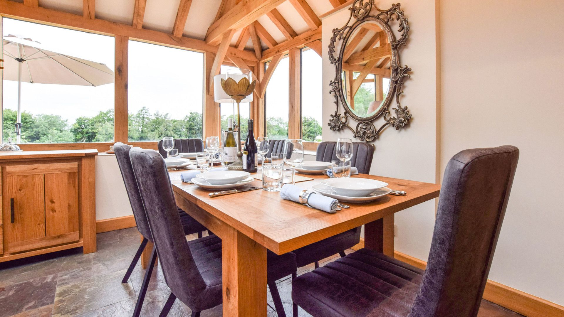 Conservatory dining area, Hyde Tyning Cottage, Bolthole Retreats