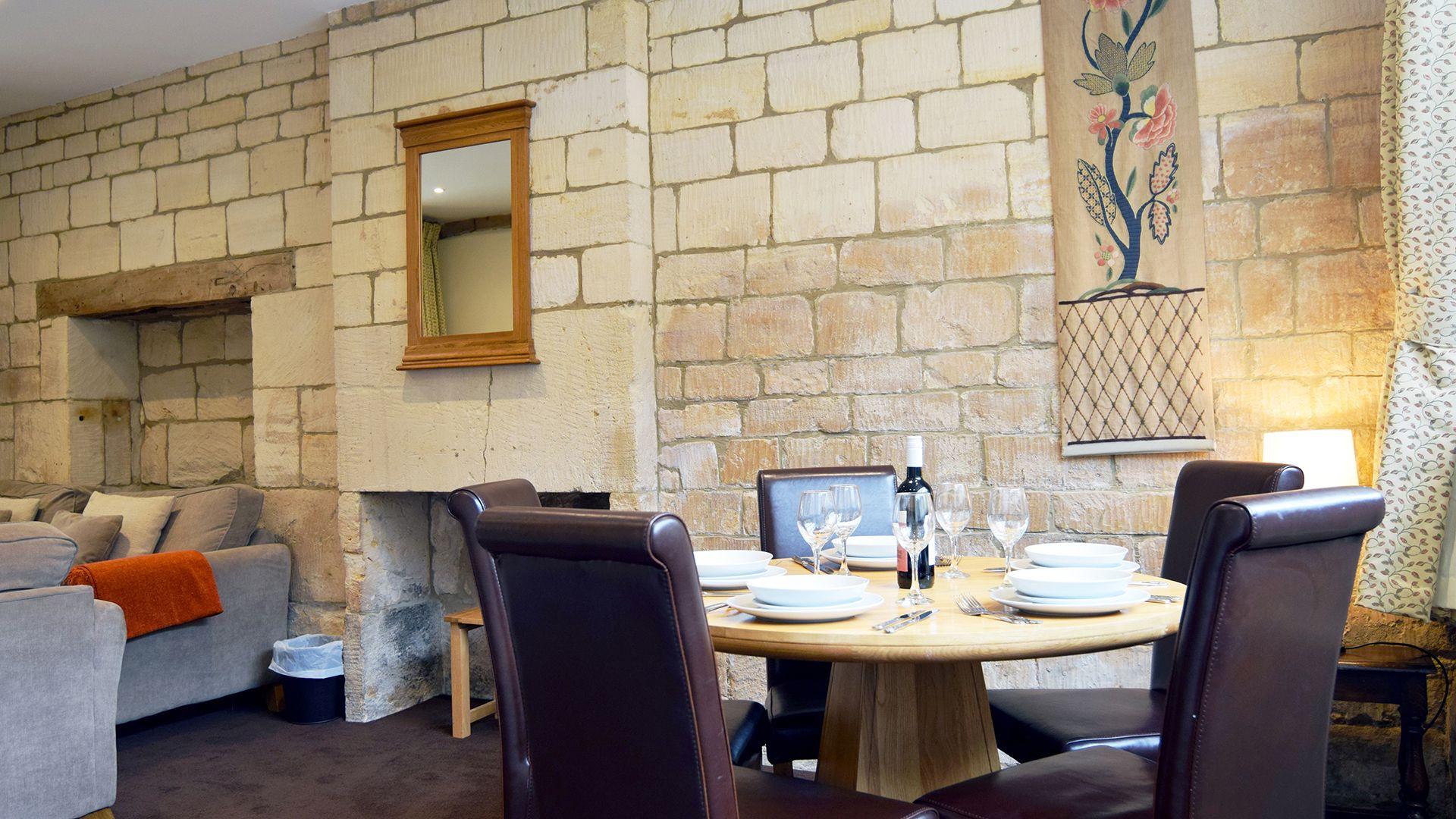 Dining area, Lady Jane Grey Cottage at Sudeley Castle, Bolthole Retreats