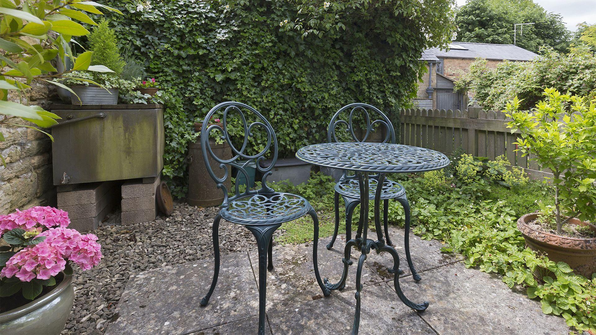 Patio area, Five Bells Garden Cottage, Bolthole Retreats