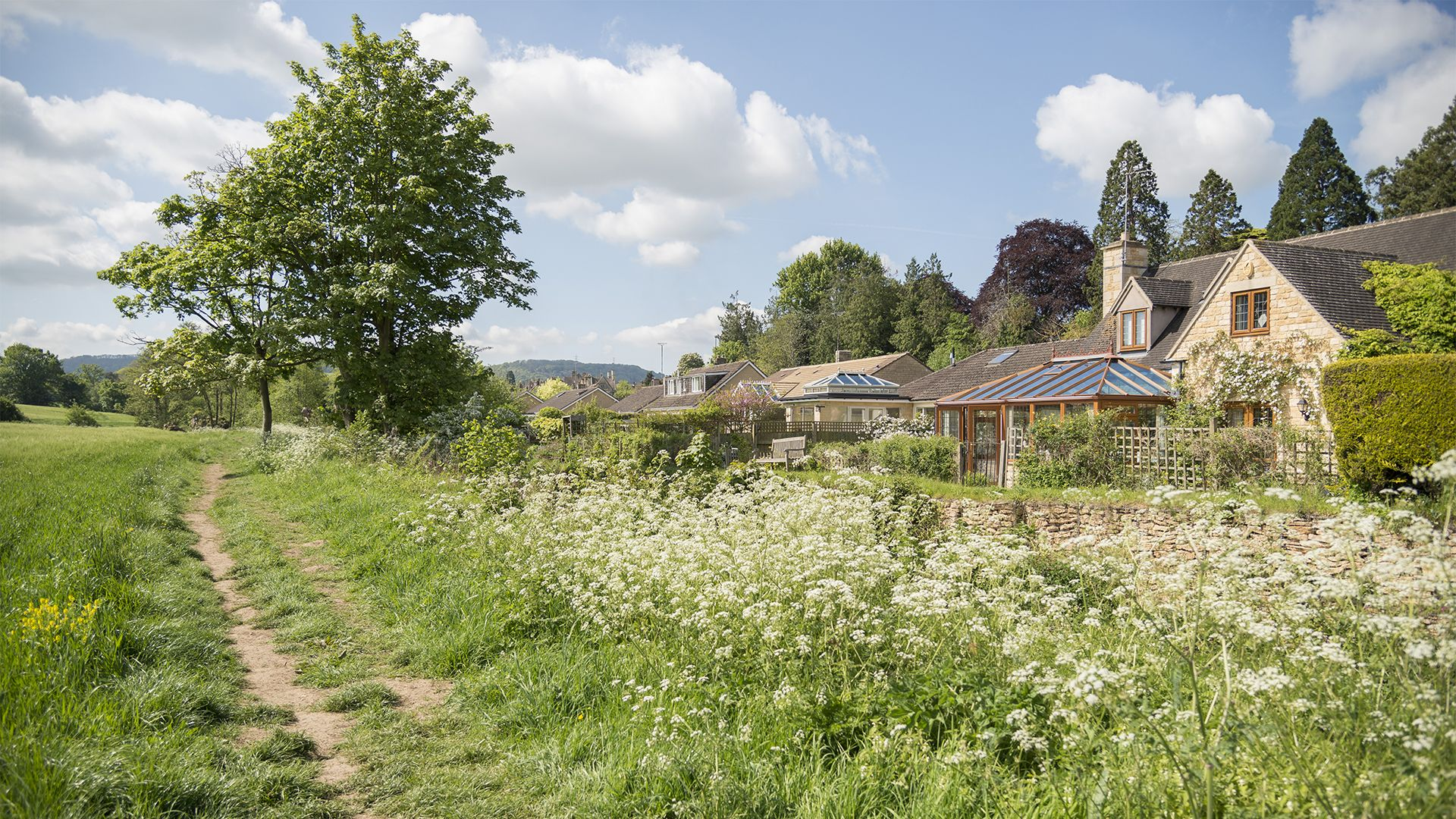 Rear views and footpath, Kingfisher Cottage, Bolthole Retreats