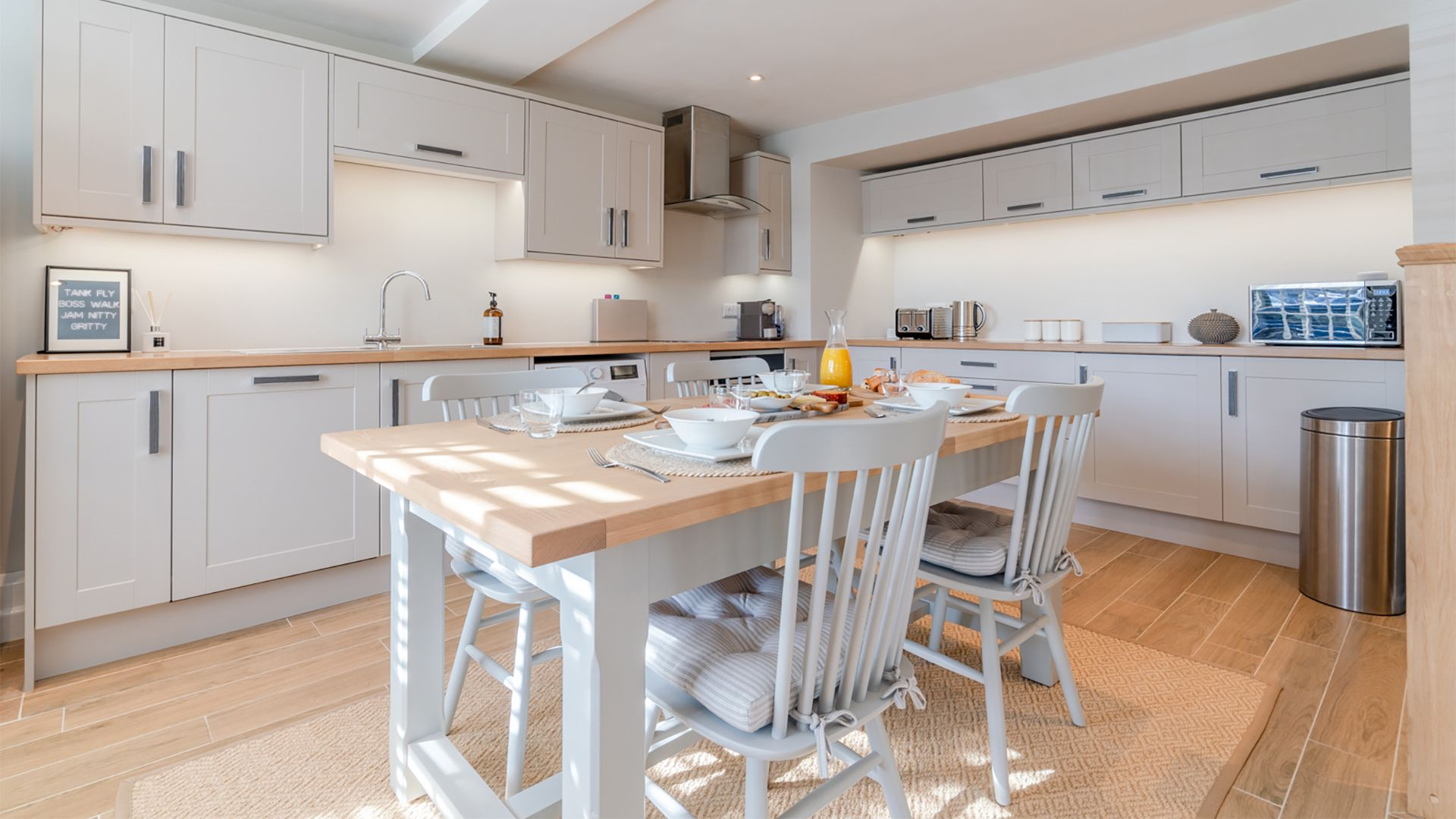 Open plan kitchen with dining area, Little Elms, Bolthole Retreats