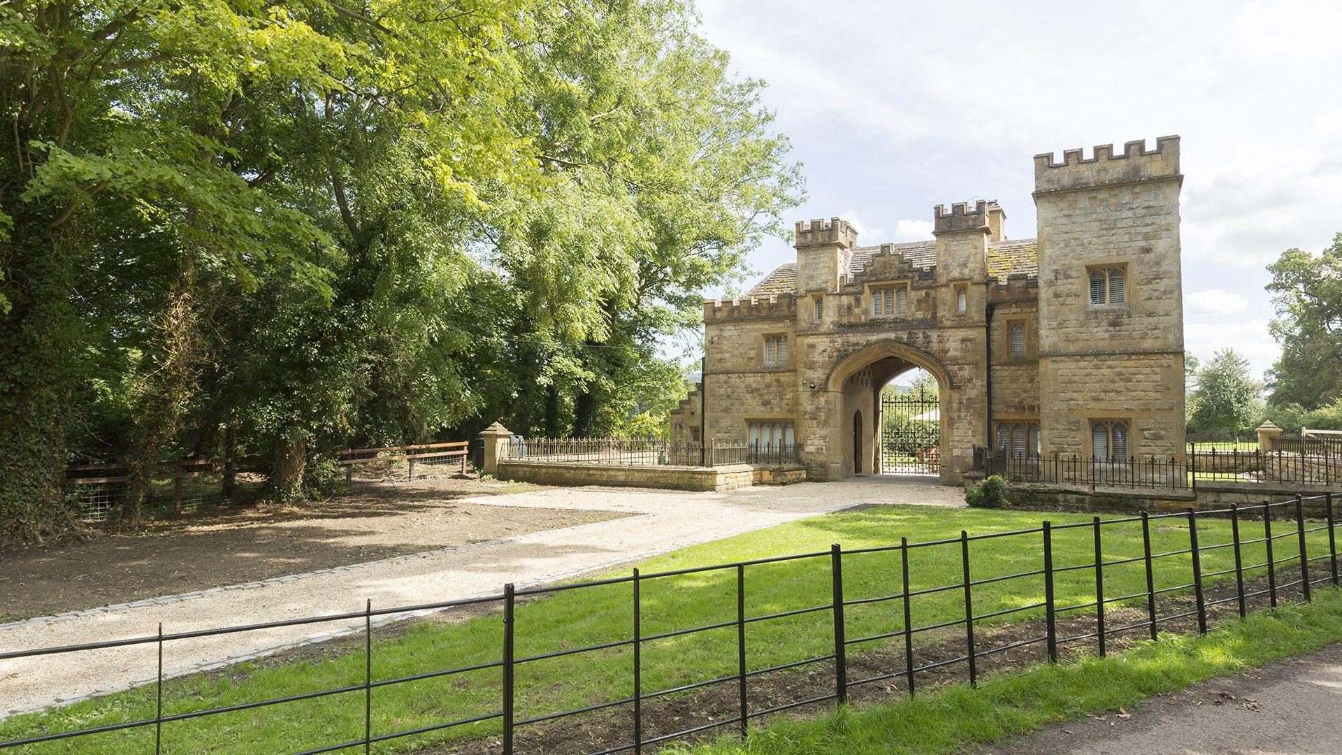 Castle Gatehouse at Sudeley Castle, Bolthole Retreats