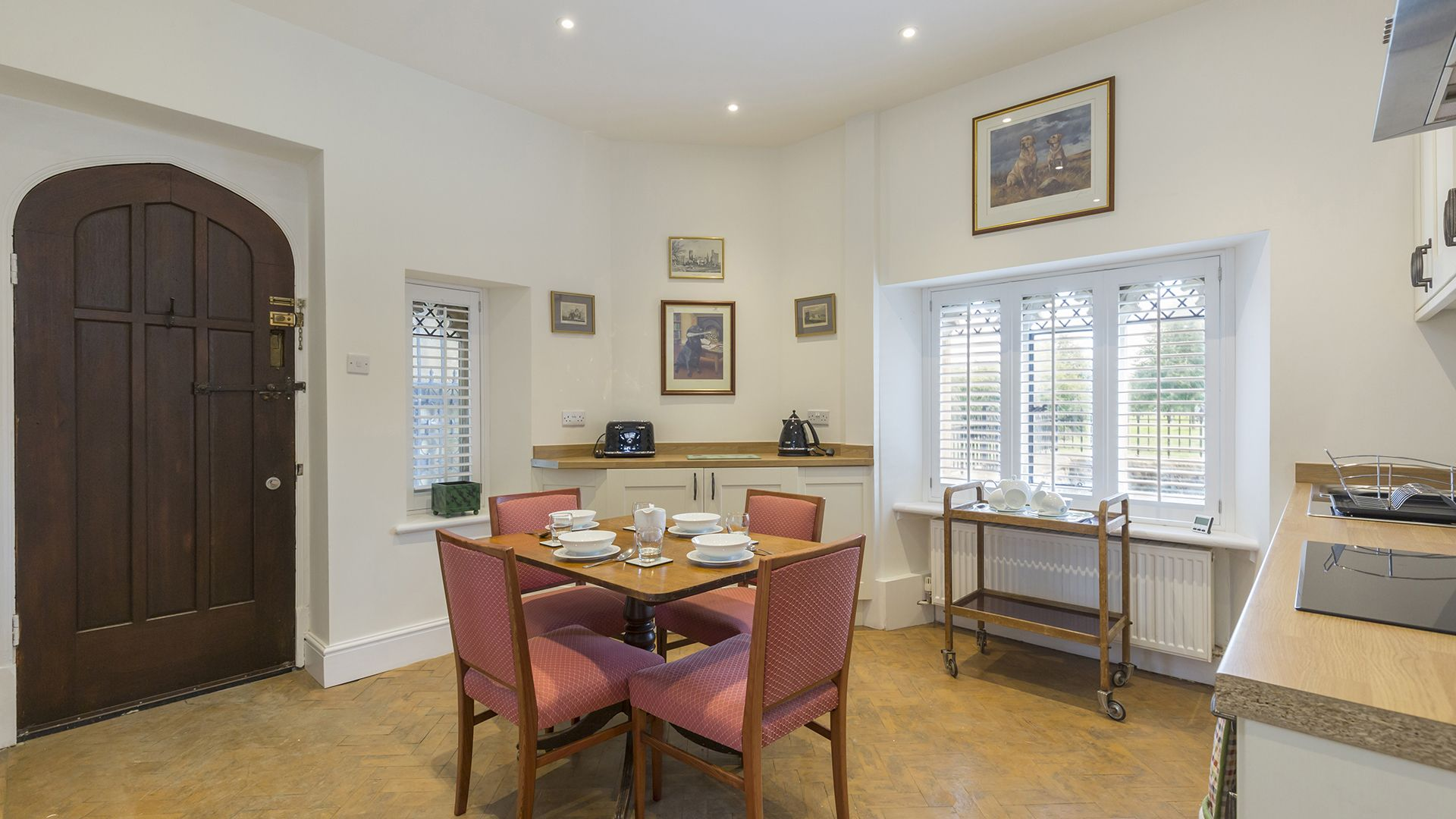Kitchen with dining table, Castle Gatehouse at Sudeley Castle, Bolthole Retreats