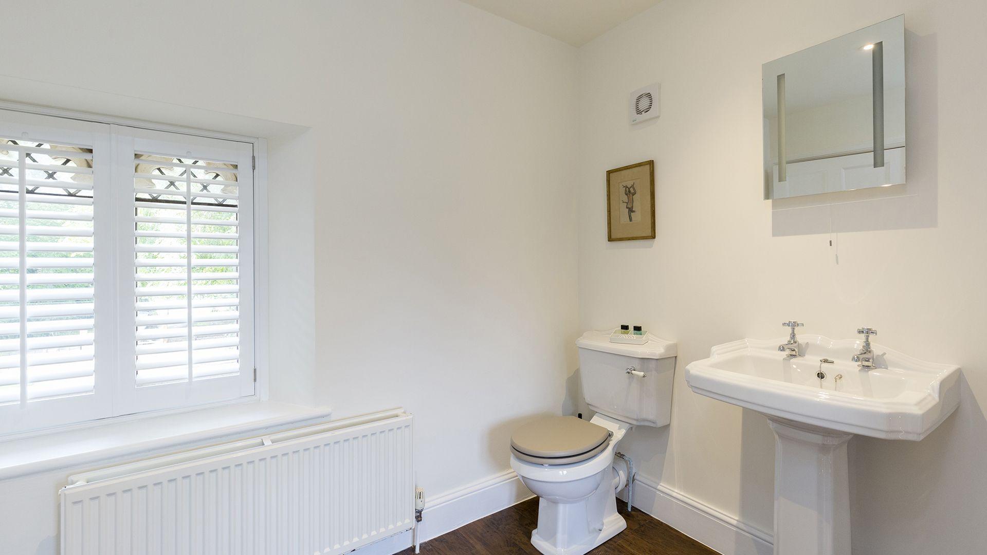 WC, Castle Gatehouse at Sudeley Castle, Bolthole Retreats