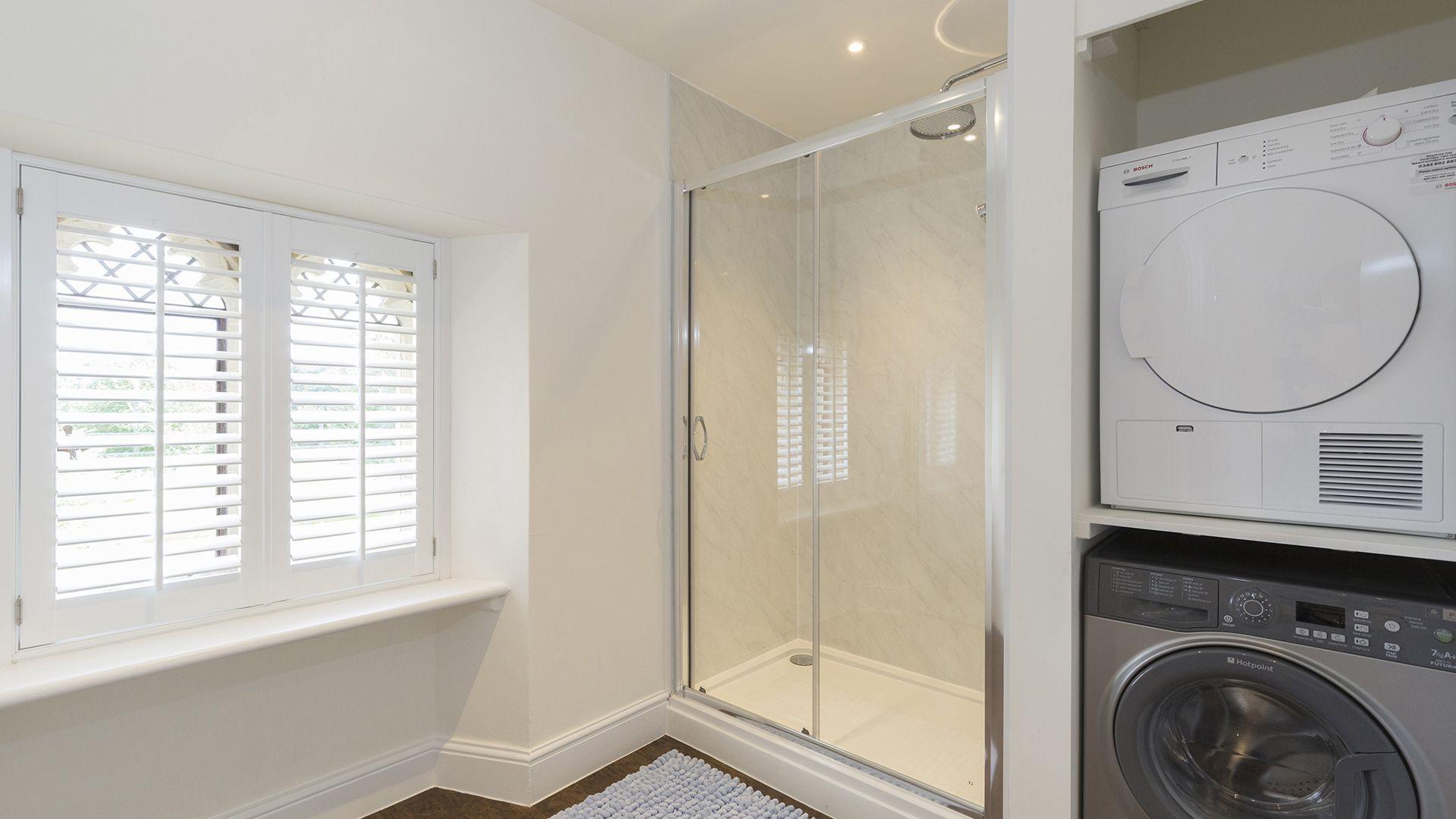 Shower room, Castle Gatehouse at Sudeley Castle, Bolthole Retreats