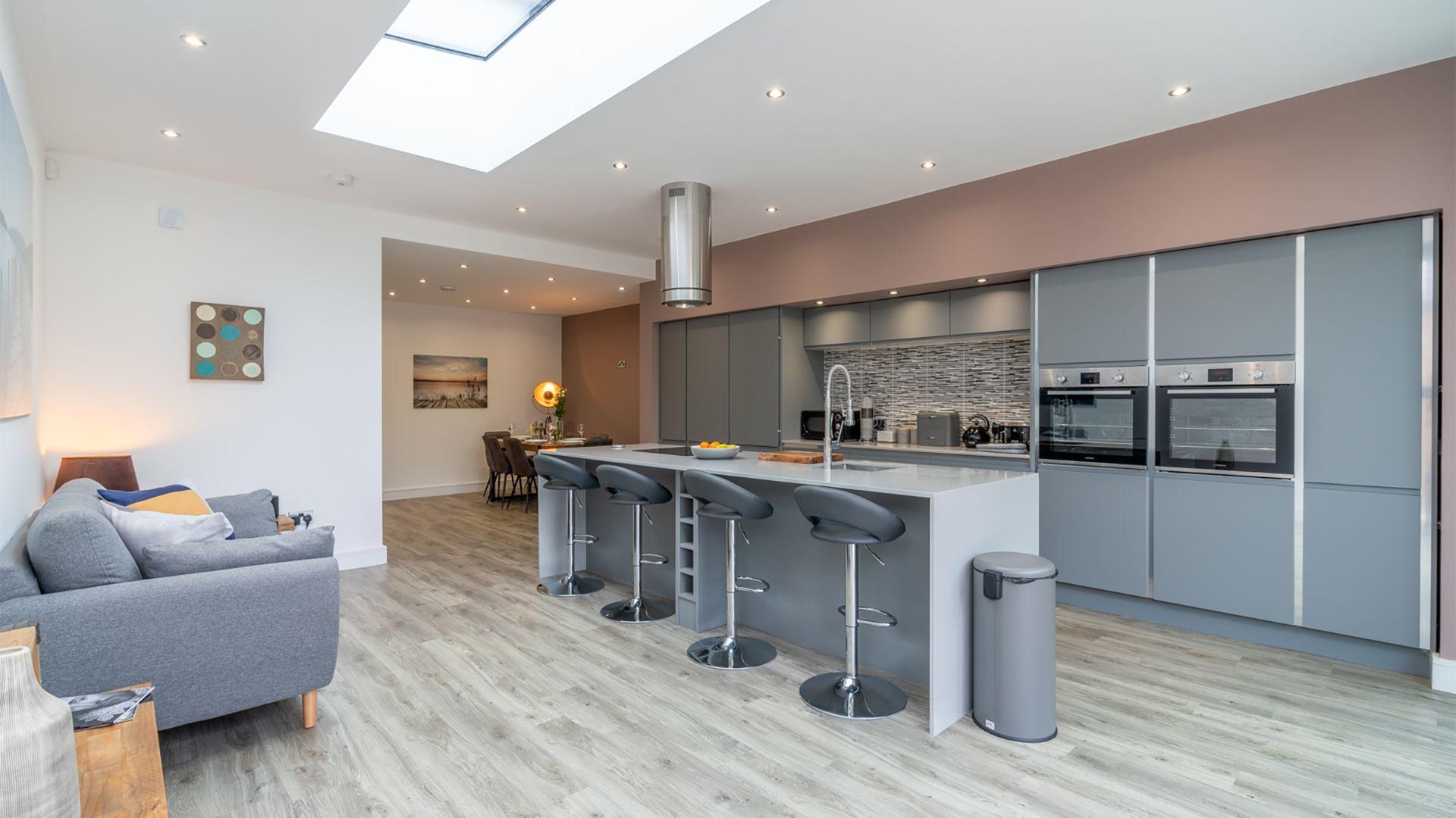 Open-plan kitchen-dining area, 33 Percy Street, Bolthole Retreats