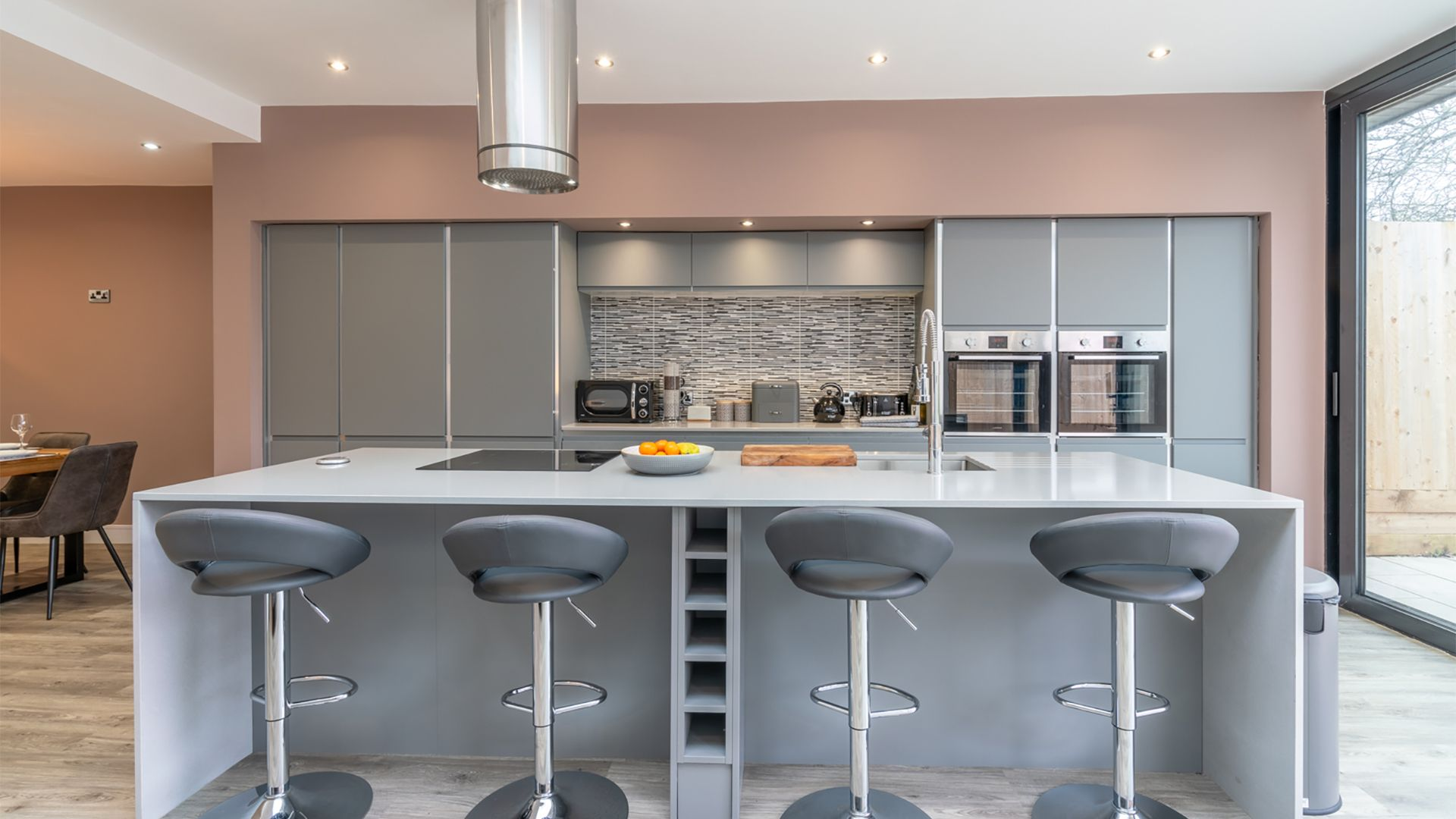 Kitchen with central island, 33 Percy Street, Bolthole Retreats