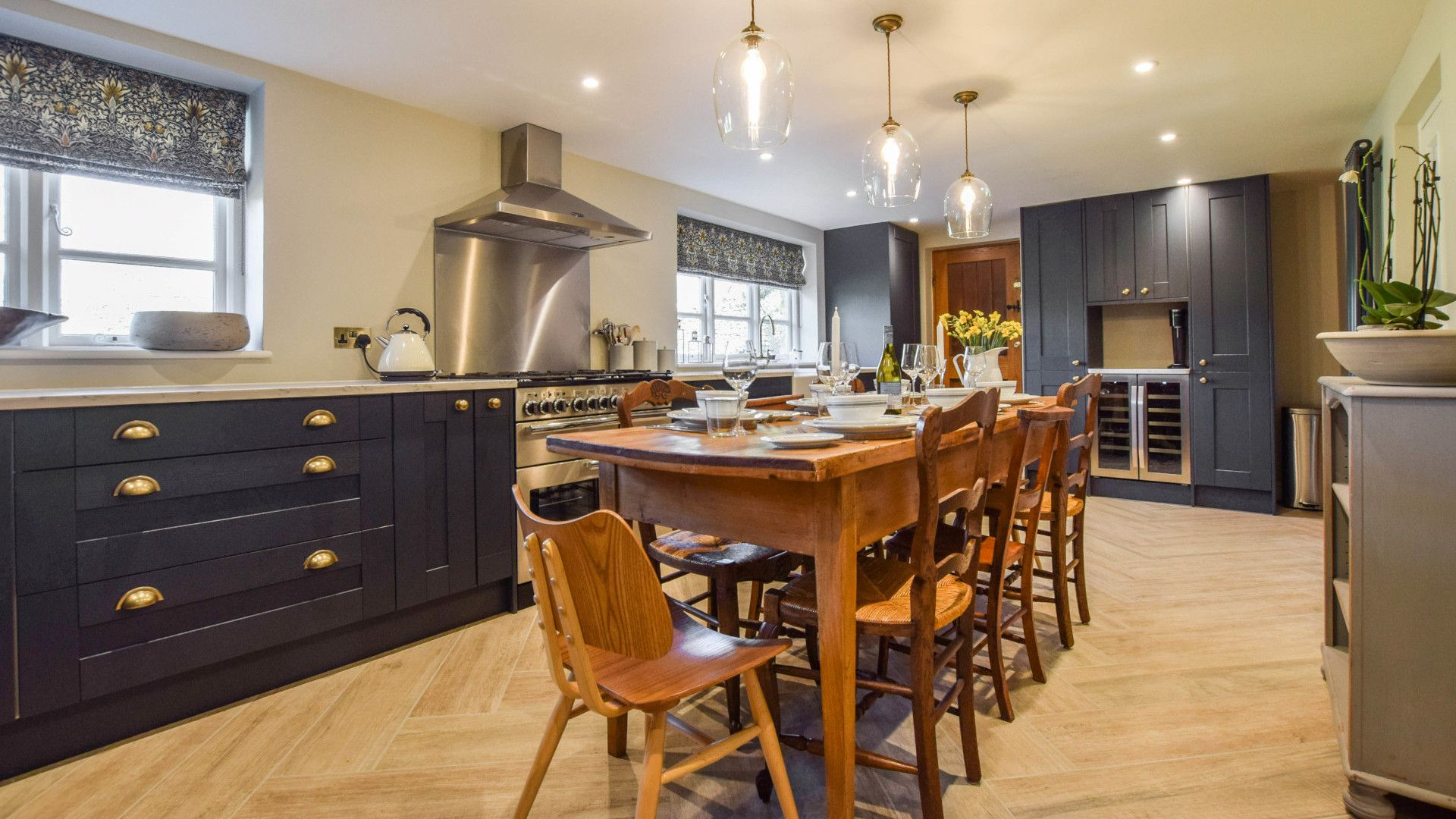 Kitchen with dining table, Lovell Cottage, Bolthole Retreats