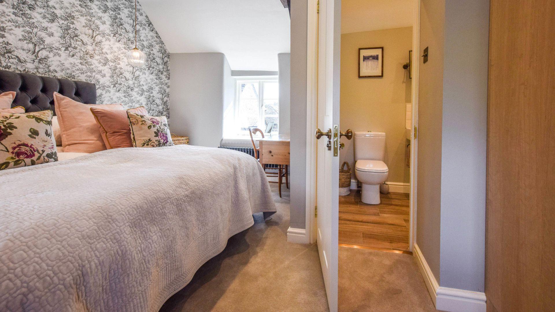 Bedroom 1 Master, Lovell Cottage, Bolthole Retreats