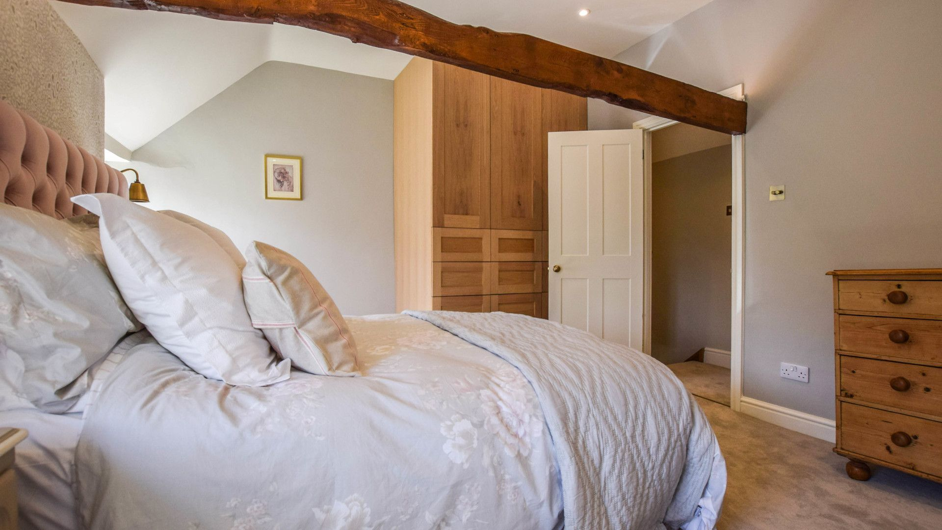 Bedroom 2, king size, Lovell Cottage, Bolthole Retreats