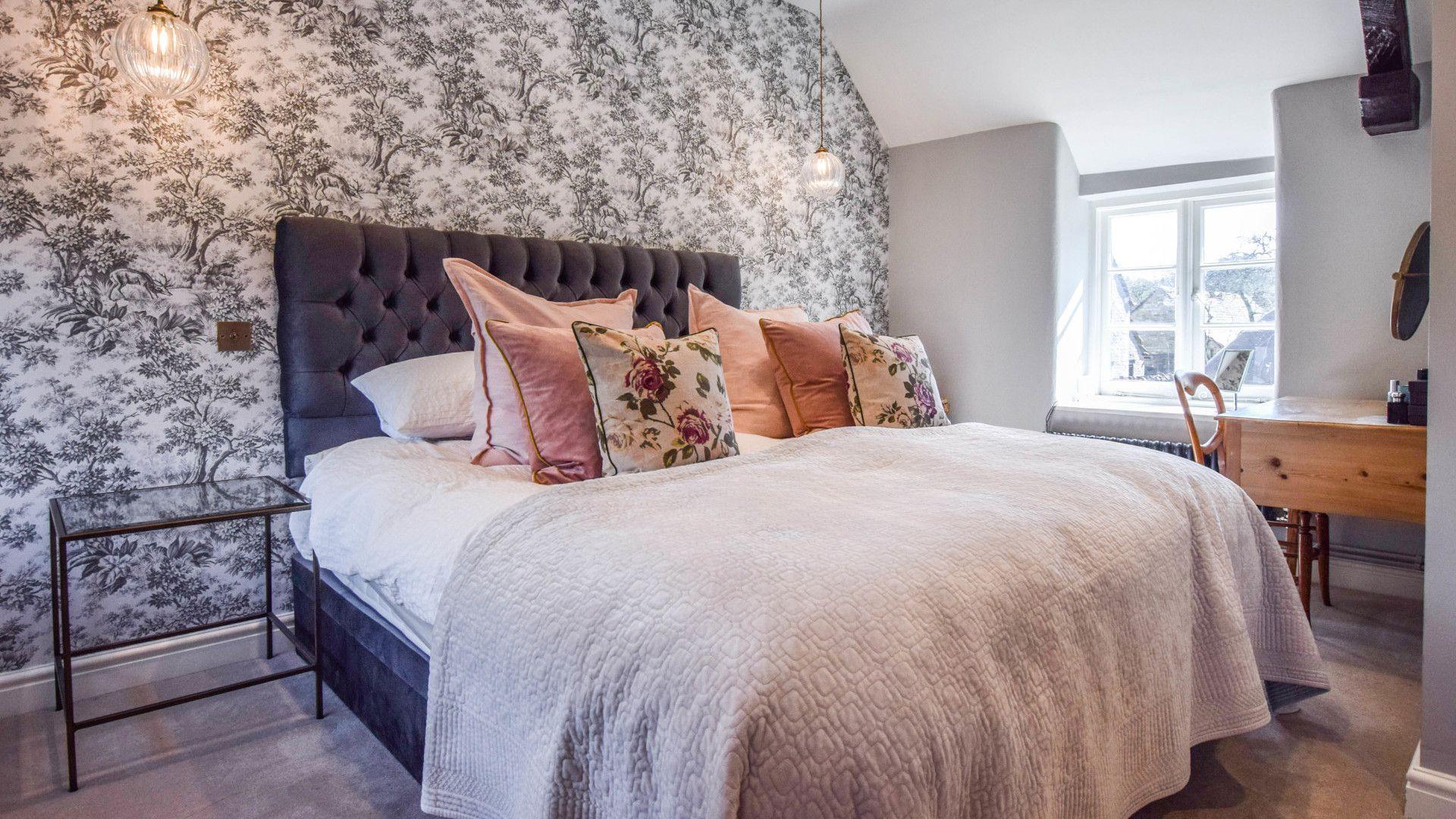 Bedroom 1, Master, Lovell Cottage, Bolthole Retreats