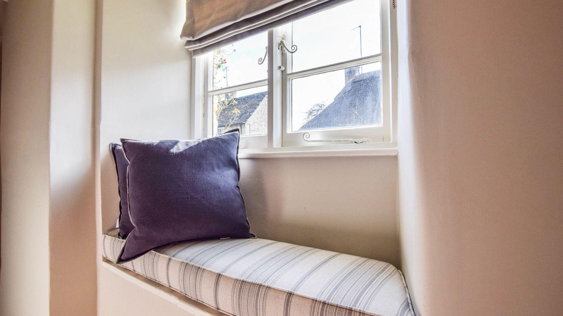 Window seat, Lovell Cottage, Bolthole Retreats