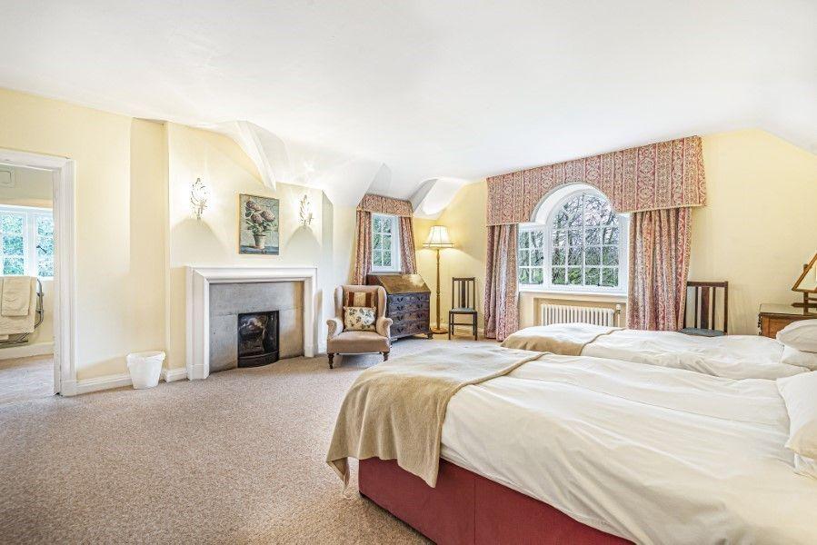 Little Barwick   Twin bedroom with en-suite