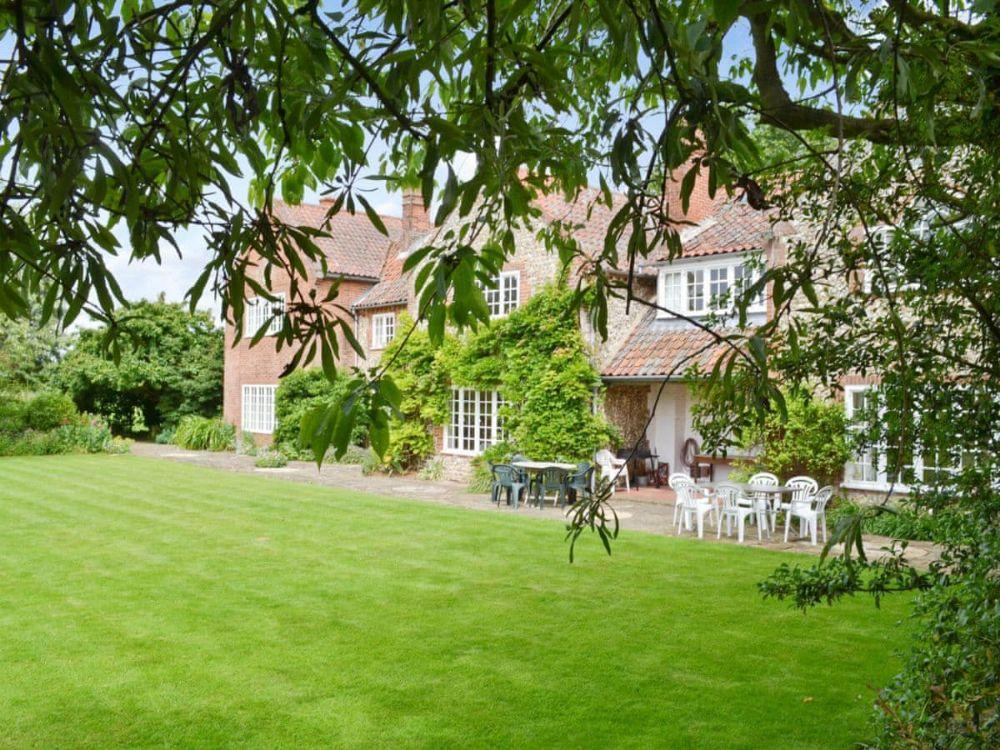 Little Barwick   Lovely lawn