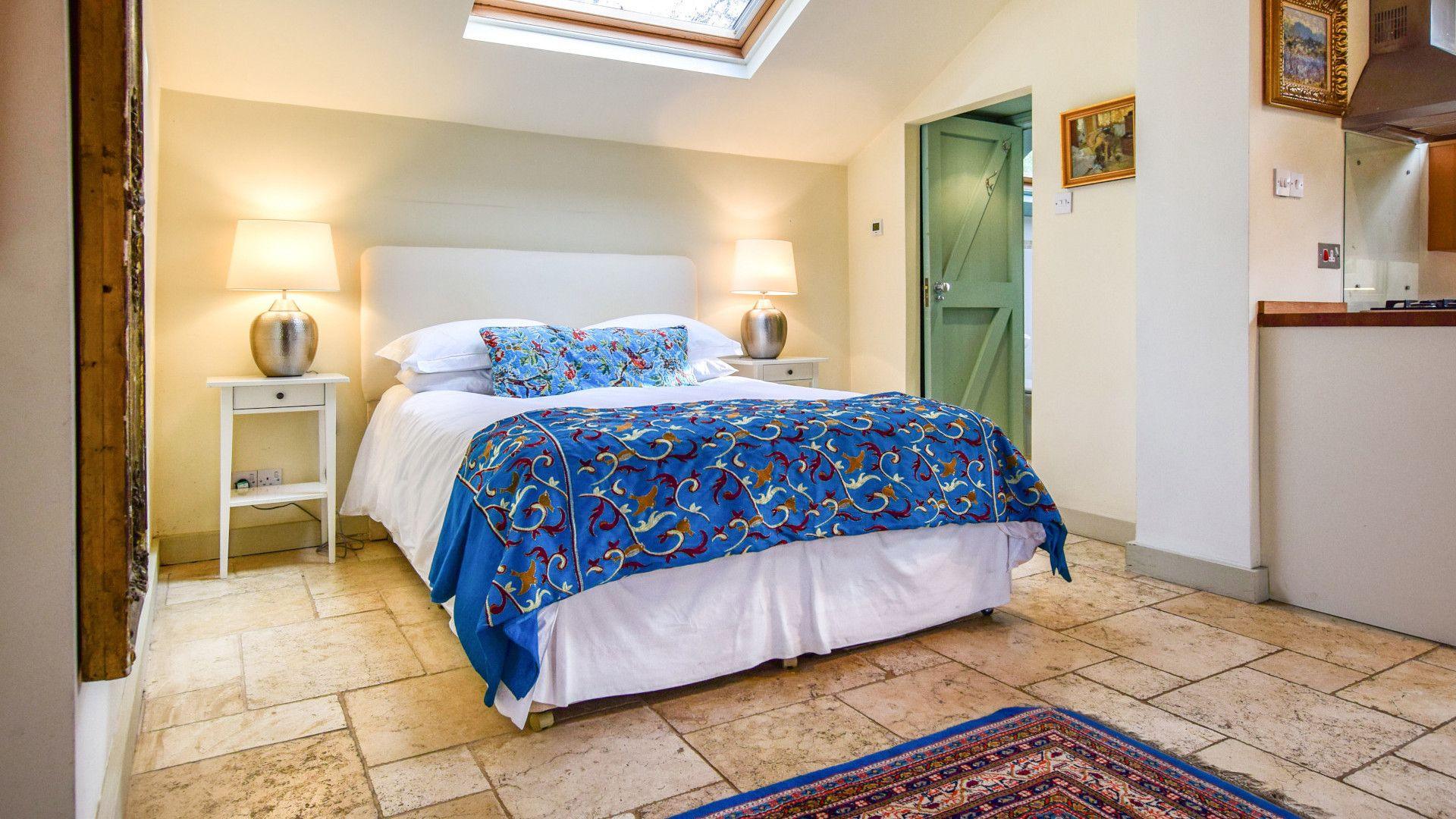Bedroom with king-size bed, Matara Lodge, Bolthole Retreats