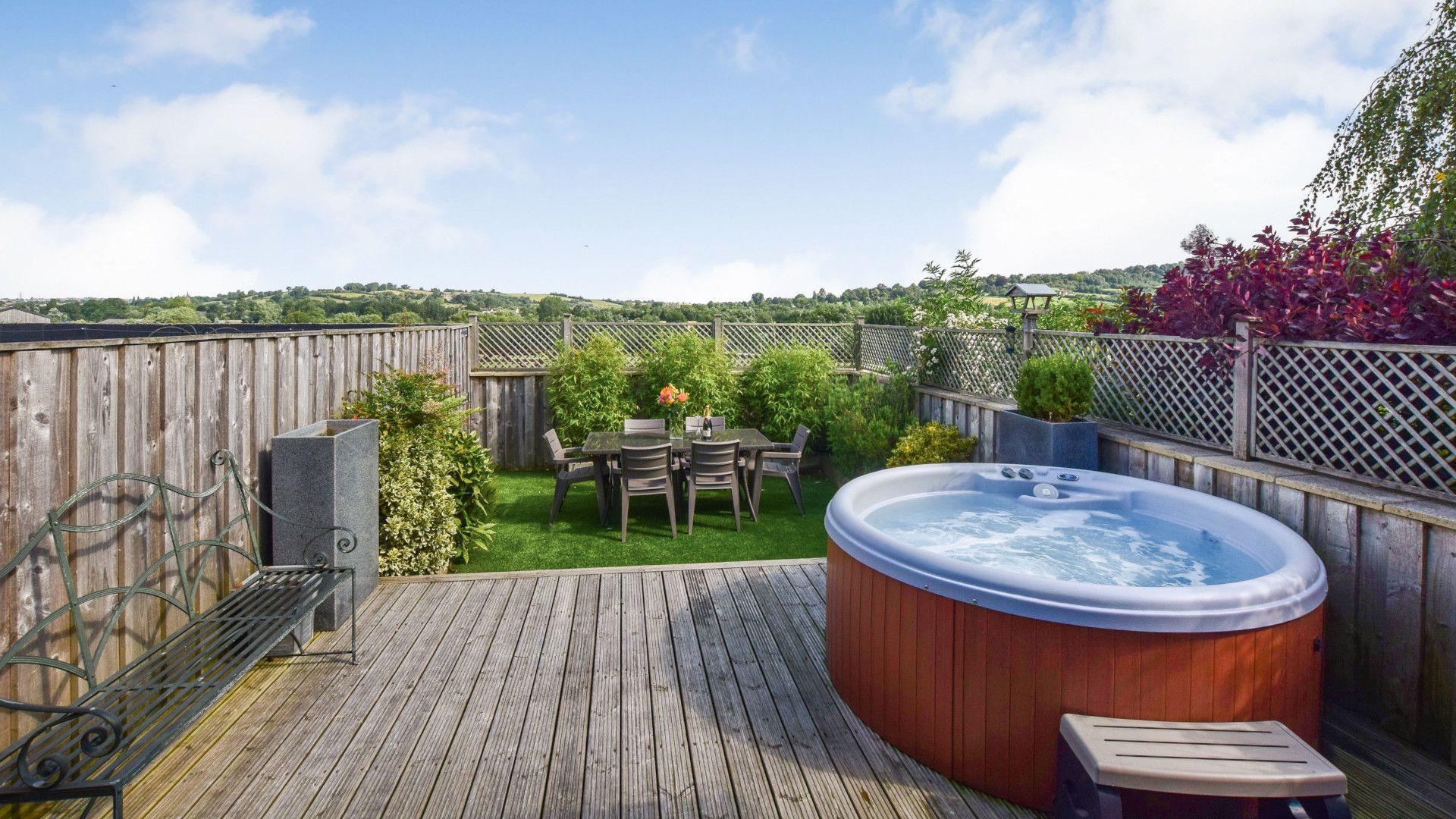 Decking area and hot tub, Meadow View at Avon Farm, Bolthole Retreats