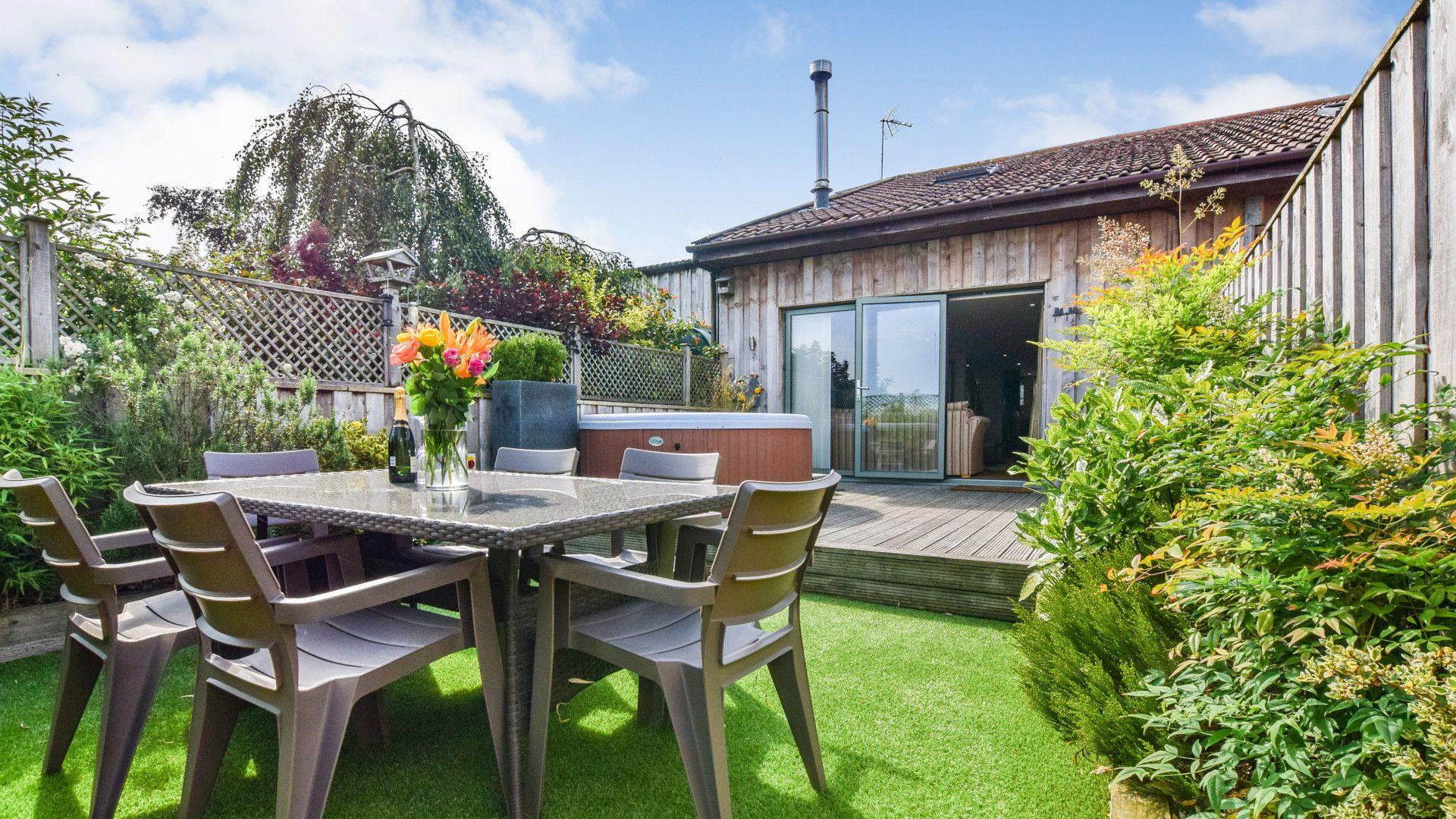 Garden Seating, Meadow View at Avon Farm, Bolthole Retreats